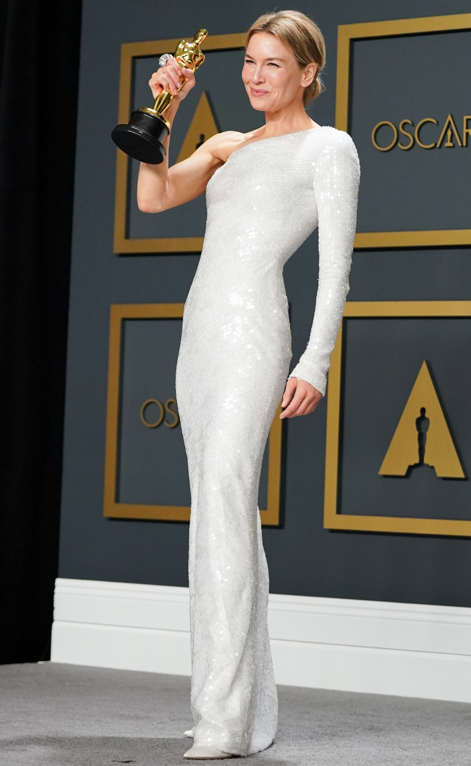 HOLLYWOOD, CALIFORNIA - FEBRUARY 09: Renée Zellweger, winner of the Actress in a Leading Role award for