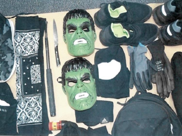 """Set maski i """"alata"""" pomoću kojeg su razbojnici operirali"""