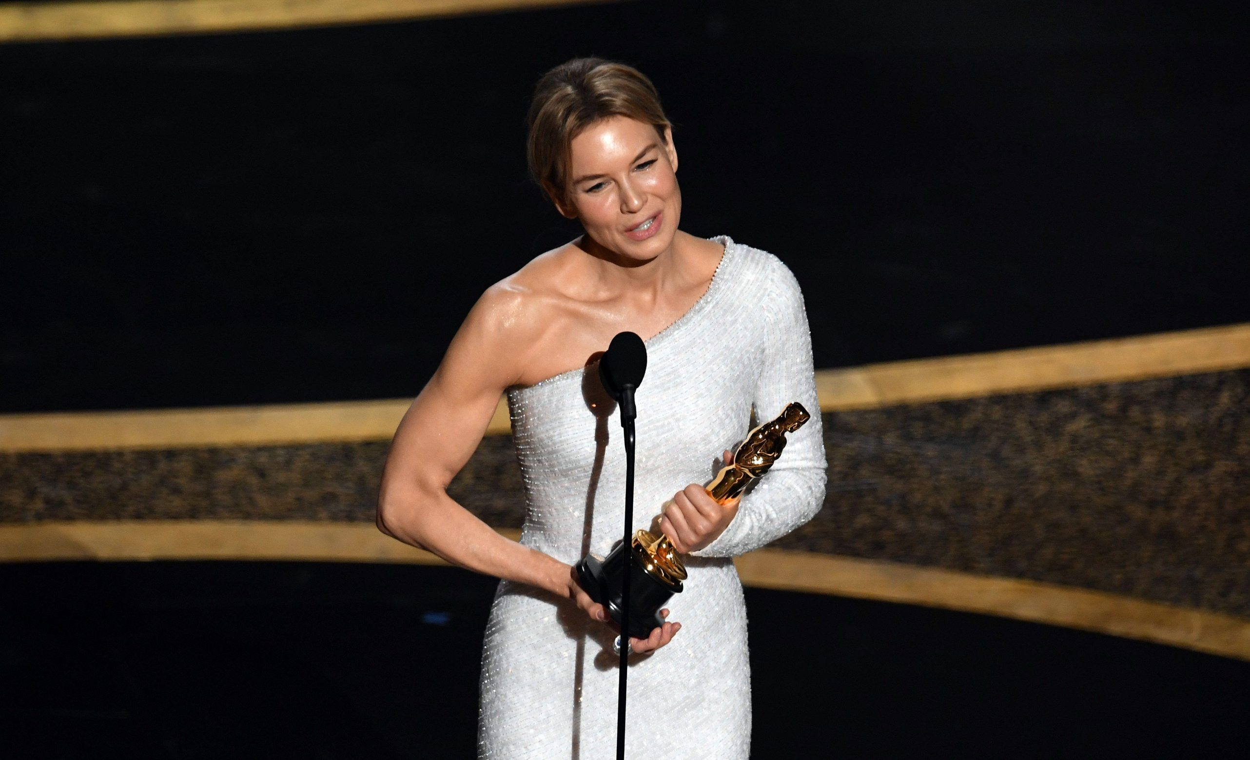 HOLLYWOOD, CALIFORNIA - FEBRUARY 09: Renée Zellweger accepts the Actress in a Leading Role award for 'Judy' onstage during the 92nd Annual Academy Awards at Dolby Theatre on February 09, 2020 in Hollywood, California.   Kevin Winter/Getty Images/AFP == FOR NEWSPAPERS, INTERNET, TELCOS & TELEVISION USE ONLY ==