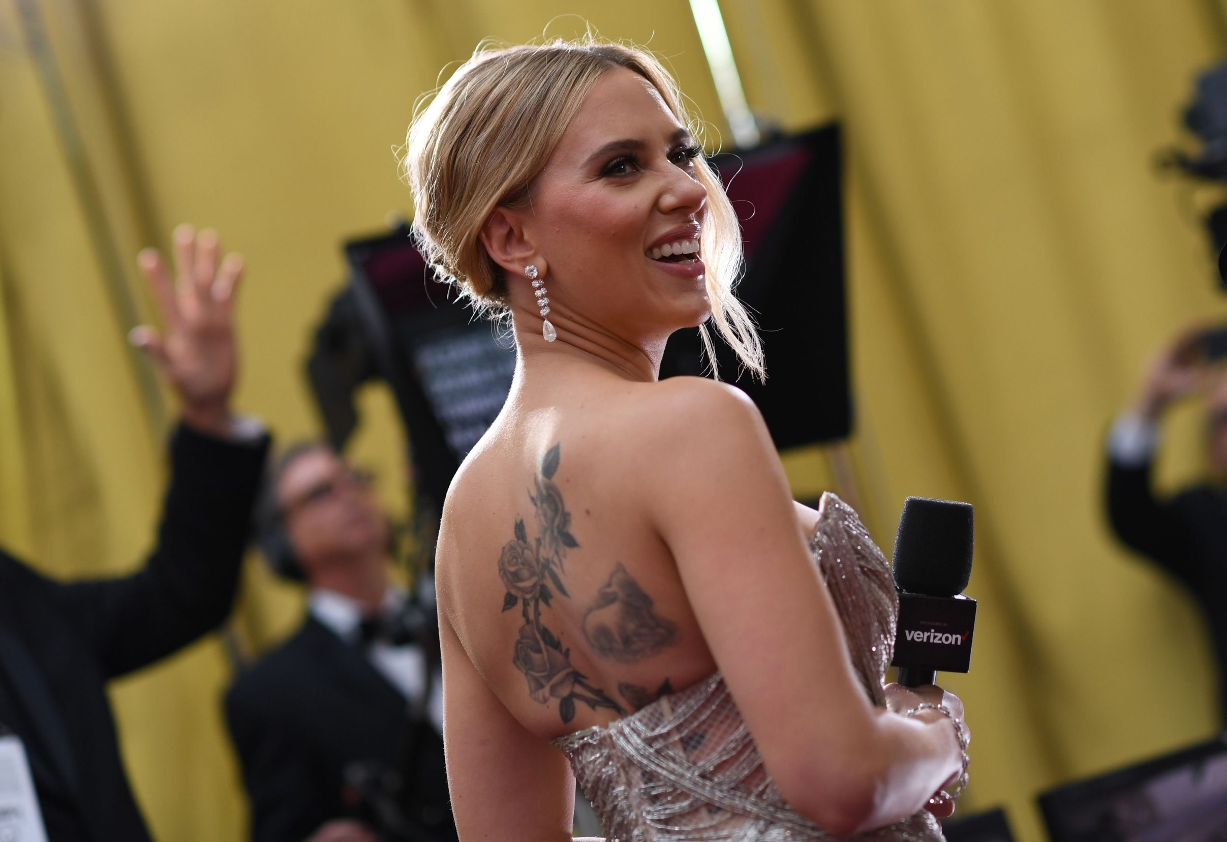 US actress Scarlett Johansson arrives for the 92nd Oscars at the Dolby Theatre in Hollywood, California on February 9, 2020. (Photo by VALERIE MACON / AFP)