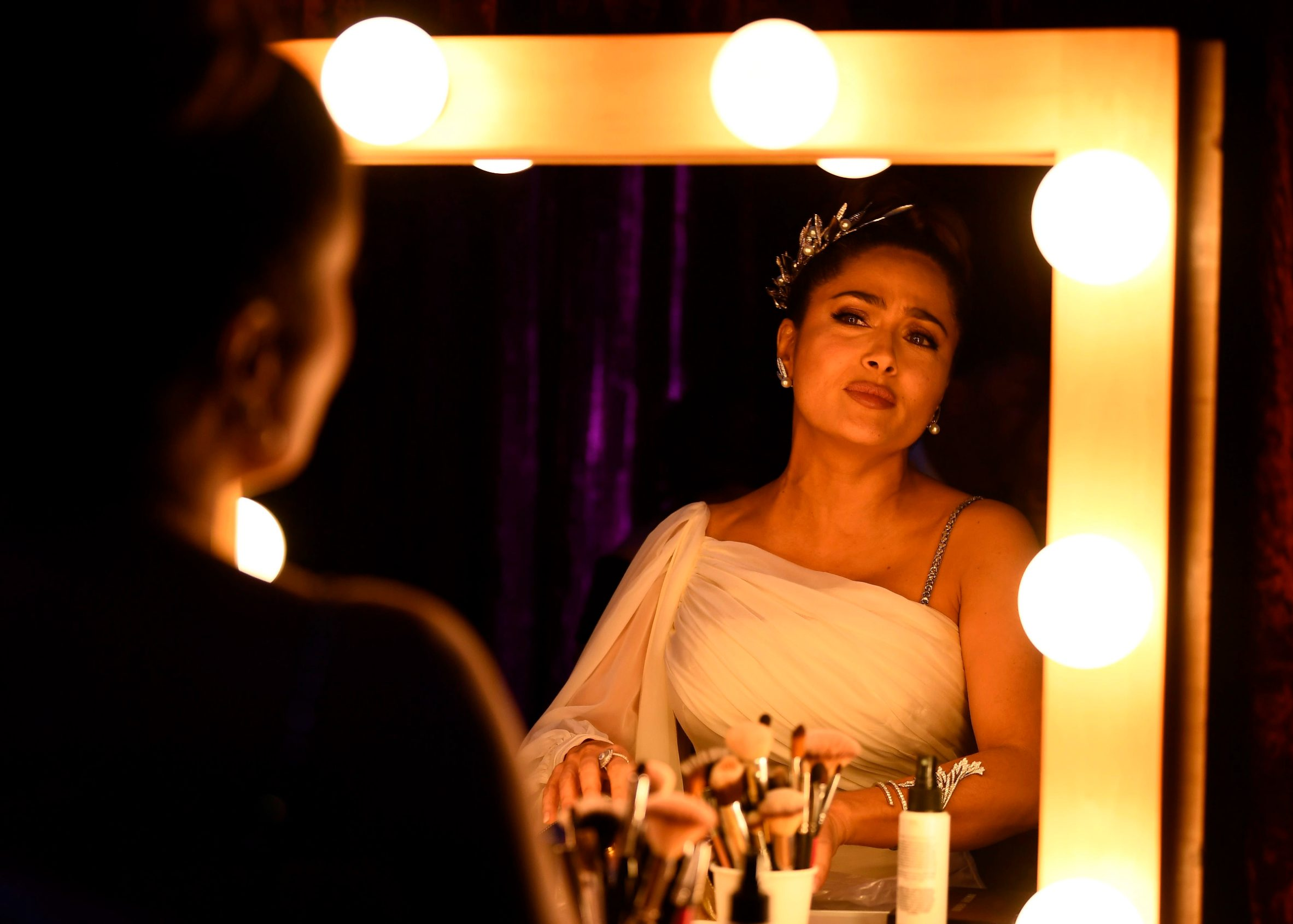 In this handout photo provided by A.M.P.A.S. Salma Hayek Pinault applies makeup backstage during the 92nd Annual Academy Awards at the Dolby Theatre on February 09, 2020 in Hollywood, California. (Photo by Matt Petit / AMPAS / AFP) / RESTRICTED TO EDITORIAL USE - MANDATORY CREDIT