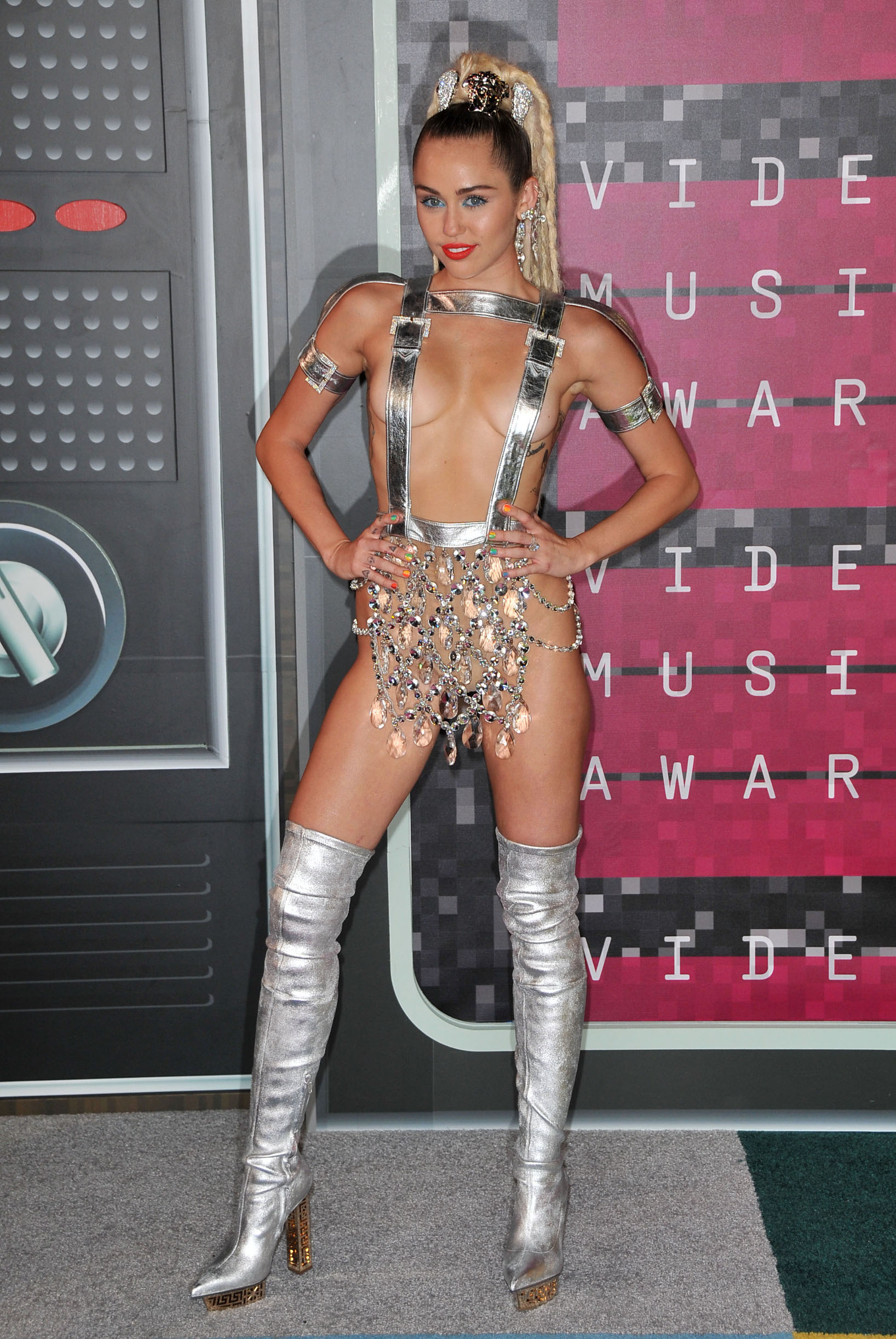 Miley Cyrus arrives at the 2015 MTV Video Music Awards held at ---- in Los Angeles, CA on August 30, 2015., Image: 256858164, License: Rights-managed, Restrictions: *** World Rights ***, Model Release: no, Credit line: Sipa USA / ddp USA / Profimedia