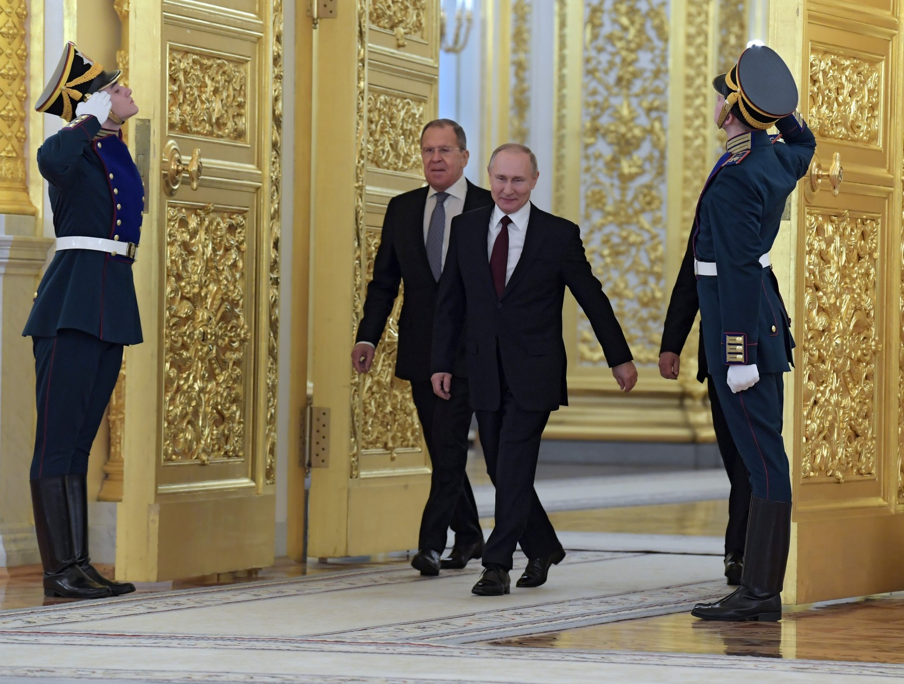 Ruski ministar vanjskih poslova Sergej Lavrov (lijevo) i predsjednik Vladimir Putin