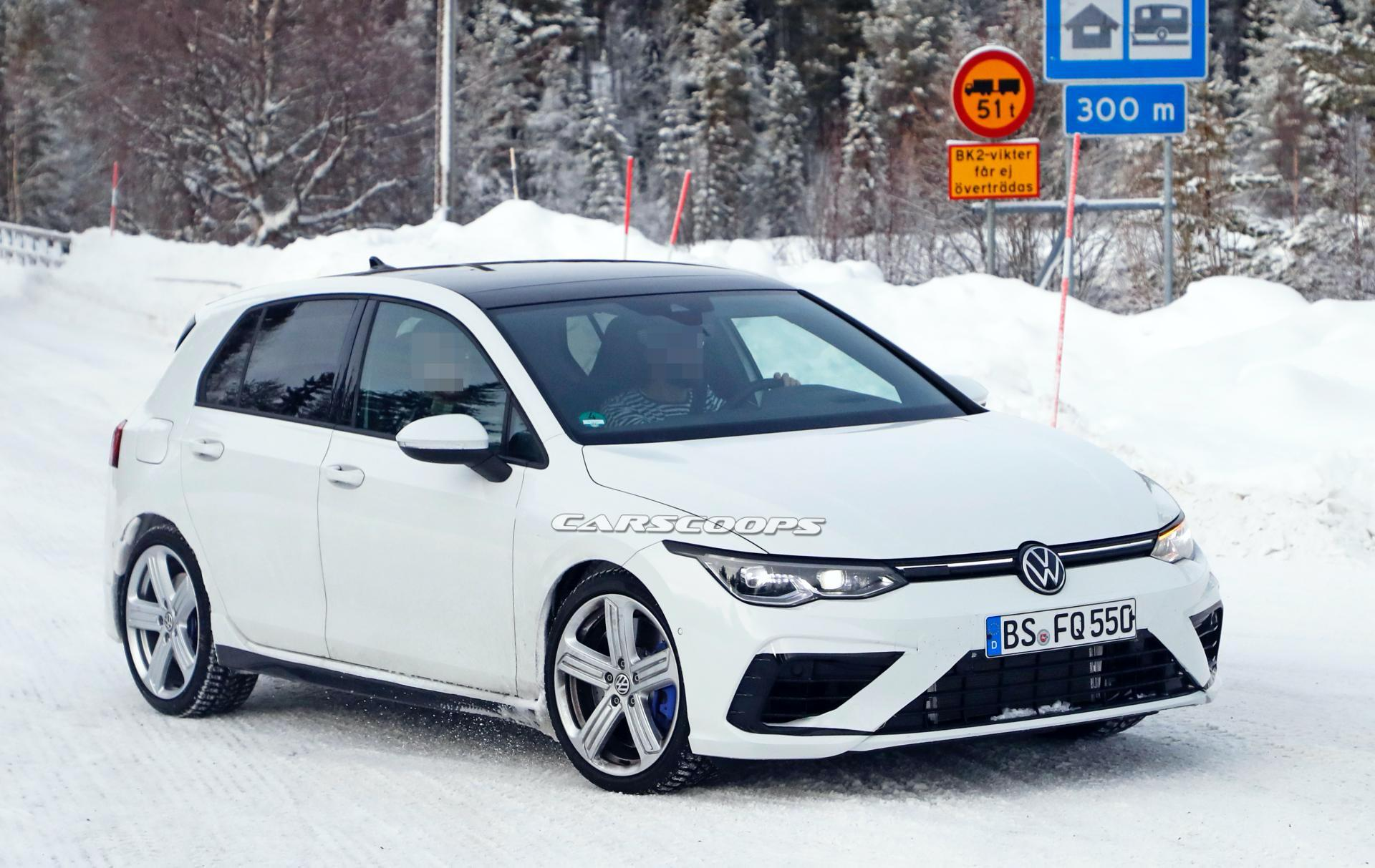 2020-VW-Golf-R-spy-shots-3