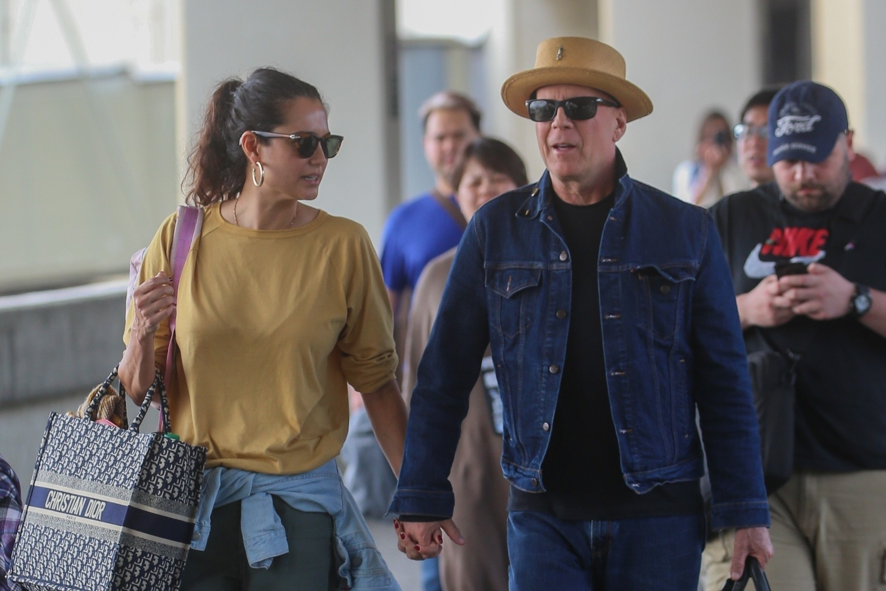 Honolulu, HI  - *EXCLUSIVE*  - Bruce Willis spotted in Hawaii airport in double denim! Bruce was seen committing the fashion faux pas while traveling with three of his daughters and spouse Emma Heming Willis. Bruce was in the islands ringing in the new year.  BACKGRID USA 4 JANUARY 2020, Image: 490991948, License: Rights-managed, Restrictions: , Model Release: no, Credit line: Flightrisk / BACKGRID / Backgrid USA / Profimedia