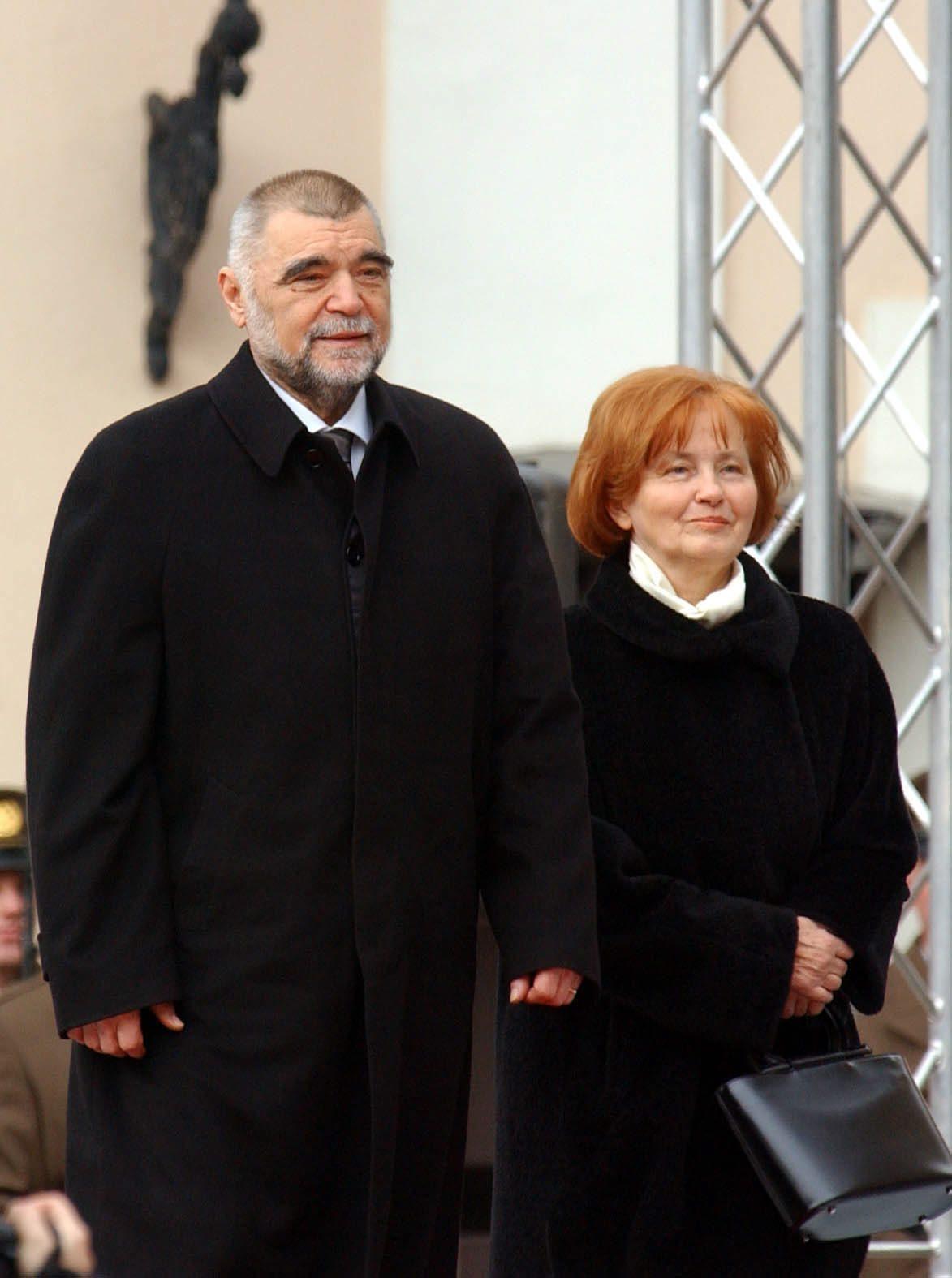 zagreb 18022005    inauguracija predsjednik stipe mesic trg sv. marka i supruga milka foto: srdan vrancic -desk-