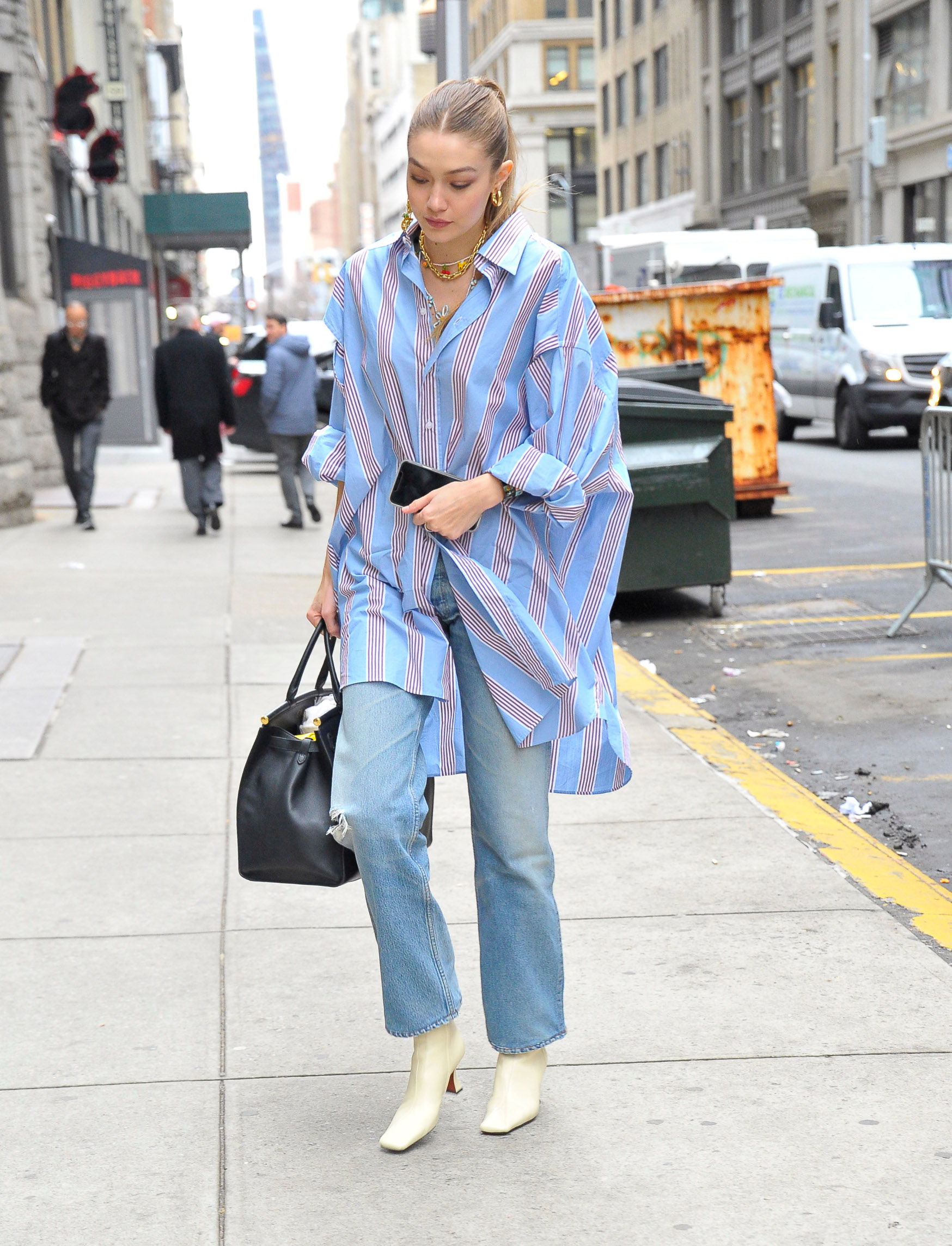 02/05/2020 EXCLUSIVE: Gigi Hadid is pictured stepping out in New York City. The 24 year old supermodel wore an oversized striped dress shirt, light blue jeans, and white heels., Image: 496629799, License: Rights-managed, Restrictions: Exclusive NO usage without agreed price and terms. Please contact sales@theimagedirect.com, Model Release: no, Credit line: TheImageDirect.com / The Image Direct / Profimedia