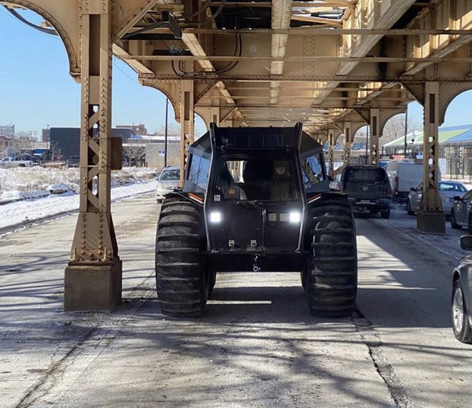 kanye-west-rolls-into-chicago-in-fleet-of-sherp-atvs-to-hand-out-free-yeezies-141122_1