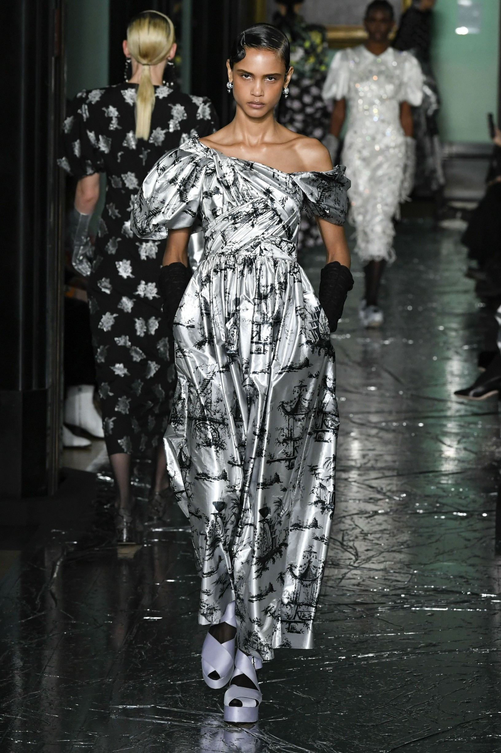 Model wears an outfit as part of the women ready-to-wear autumn winter 2020 2021, women fashion week, London, UK, from the house of Erdem  //Z-PIXEL-FORMULA_C_057/2002171840/Credit:PIXELFORMULA/SIPA/2002171841, Image: 499127280, License: Rights-managed, Restrictions: , Model Release: no, Credit line: PIXELFORMULA / Sipa Press / Profimedia