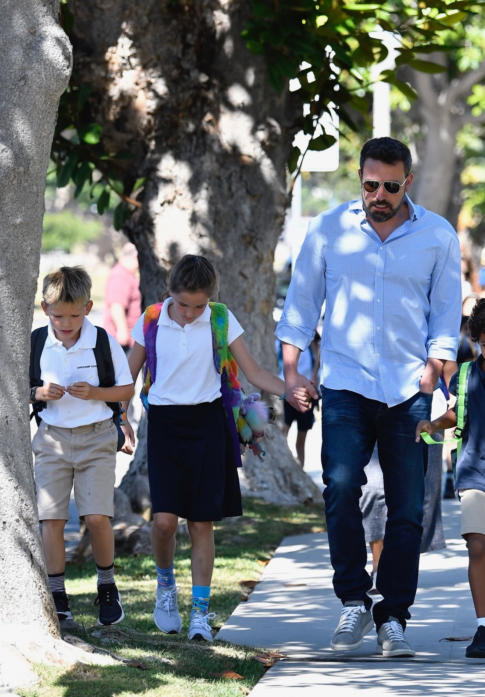Brentwood, CA  - Ben Affleck is on dad duties as he is seen walking to his kid's school to pick them up on Friday afternoon.  BACKGRID USA 13 SEPTEMBER 2019, Image: 470758864, License: Rights-managed, Restrictions: , Model Release: no, Credit line: Boaz / BACKGRID / Backgrid USA / Profimedia