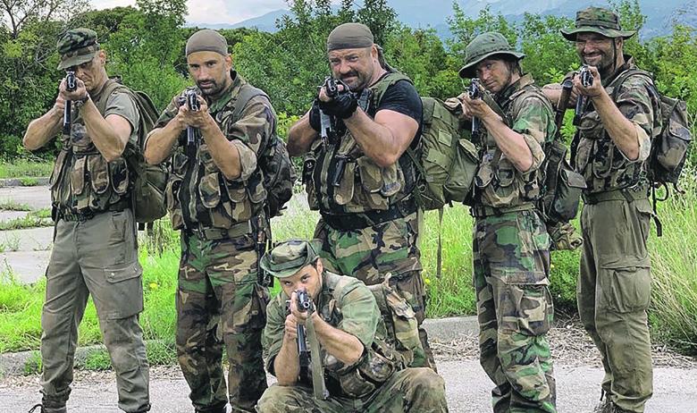 Glavni akteri ove priče su Delon (Alen Katić), Sikira i Prka (Bojan i Goran Navojec), Nervoza (Filip Križan), Gradski (Marko Cindrić) i Pape (Vedran Živolić)