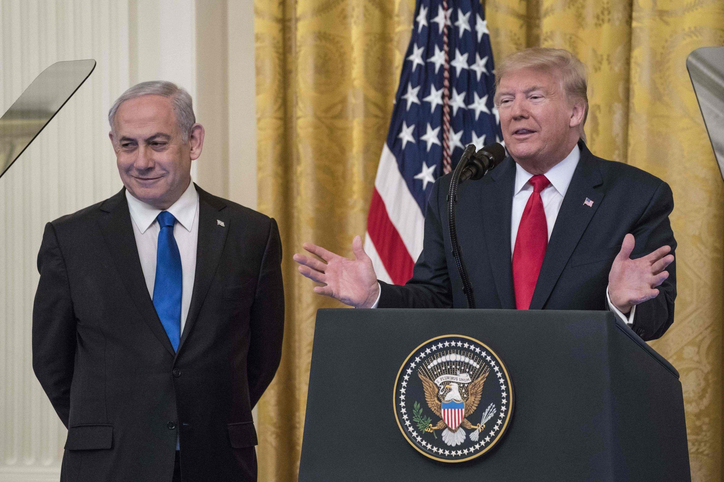 Izraelski premijer Benjamin Netanyahu i američki predsjednik Donald Trump predstavljaju mirovni plan za izraelsko palestinski spor