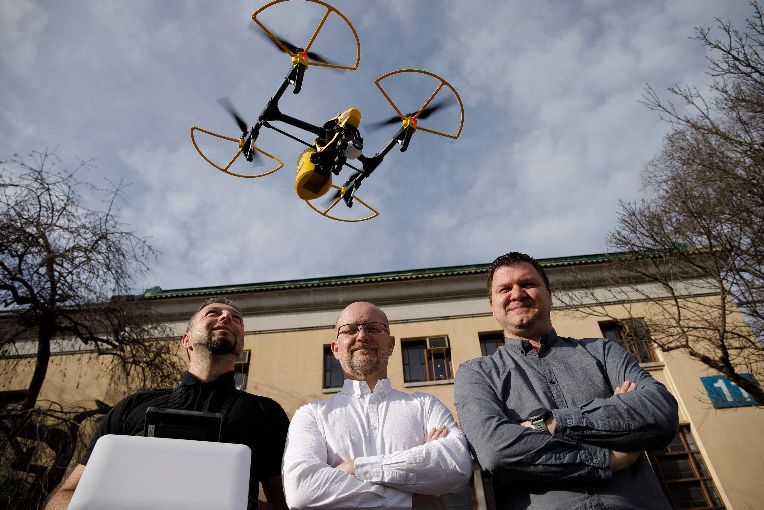 Zagreb, 210120. Tvrtka AIR-RMLD dostavila je postu dronom iz Zadra na otok Ugljan. Na fotografiji: Ivan Vidakovic, Davor Sladovic, Milan Domazet. Foto: Dragan Matic / CROPIX