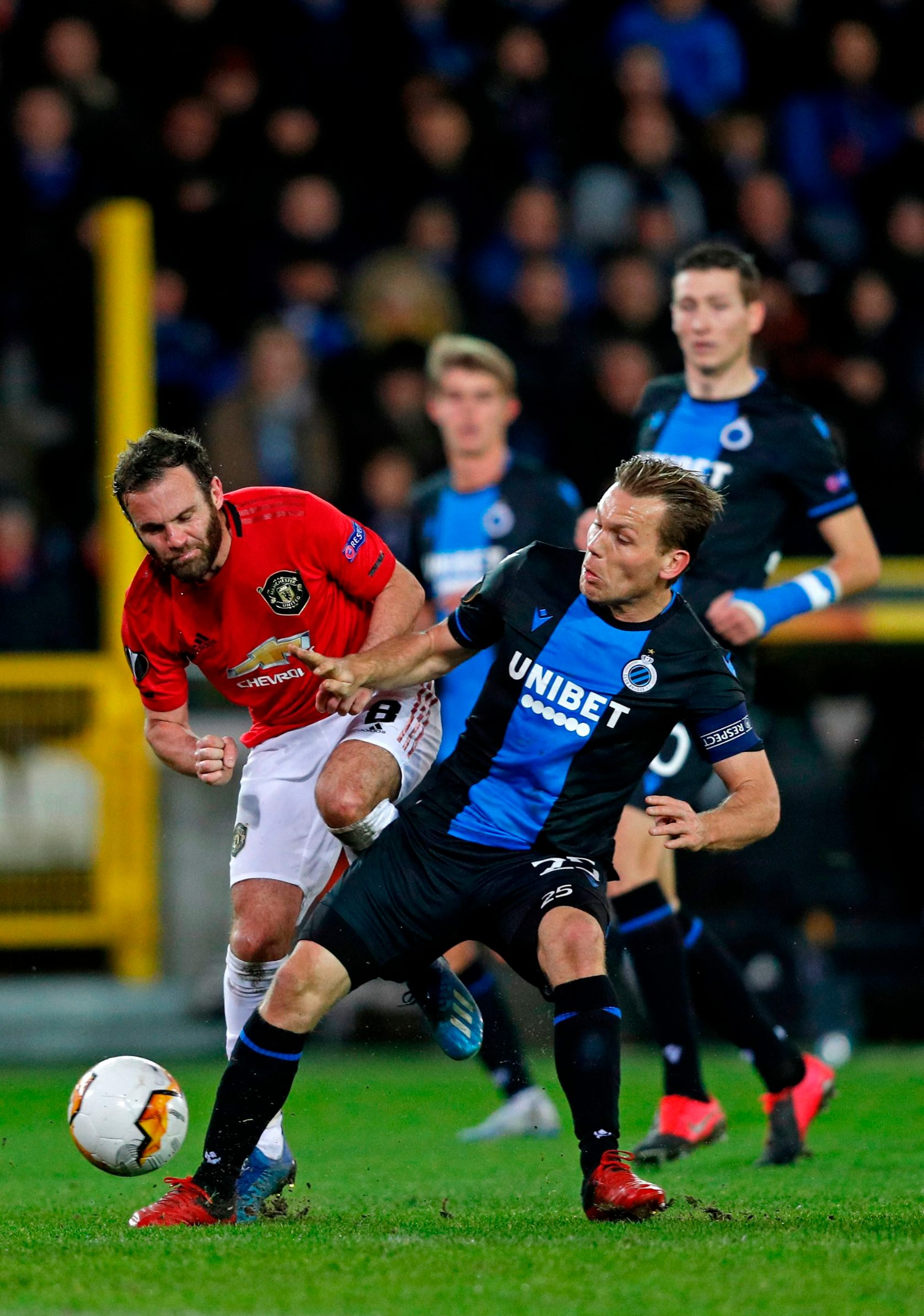 Manchester United's Spanish midfielder Juan Mata ( L) fights for the ball with Club Brugge's Ruud Vormer, during the Europa League match between Club Brugge and Manchester United at the Jan Breydel Stadium in Bruges on February 20, 2020. (Photo by ADRIAN DENNIS / AFP)