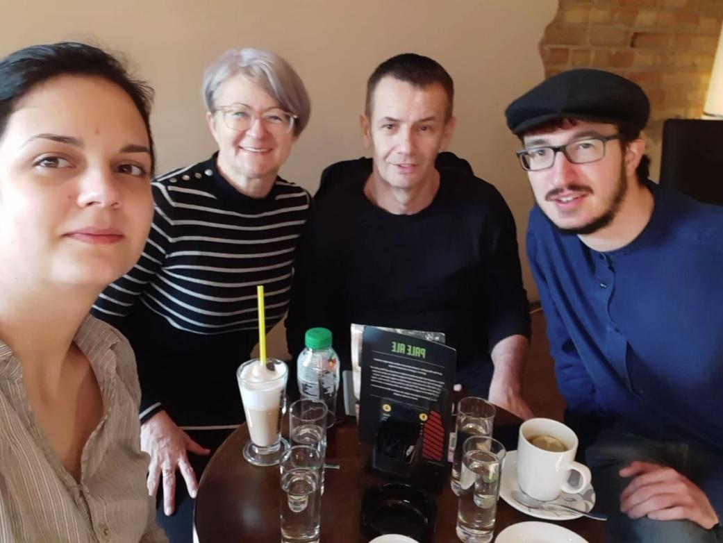 Vinko Ćemeraš s djevojkom i roditeljima