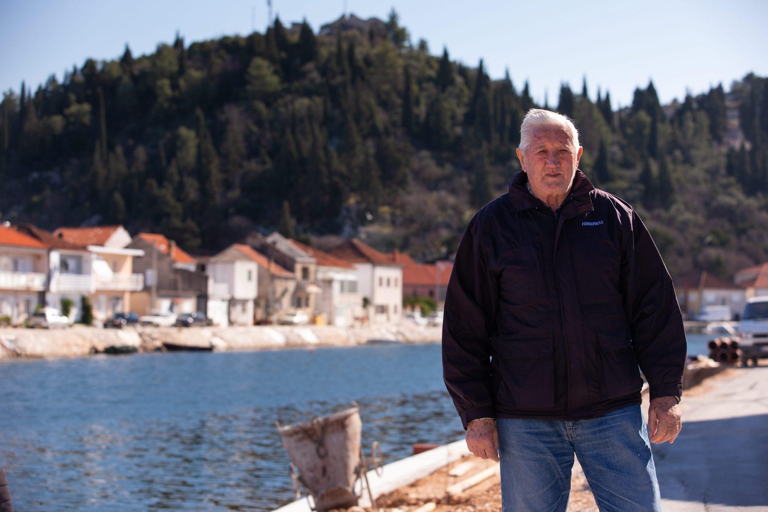 Split, 210220. Spomen-ploca na rodnoj kuci  heroja NOBa Stjepana Filipovica Opuzenu. Na fotografiji: Kreso Juracic. Foto: Sasa Buric / CROPIX