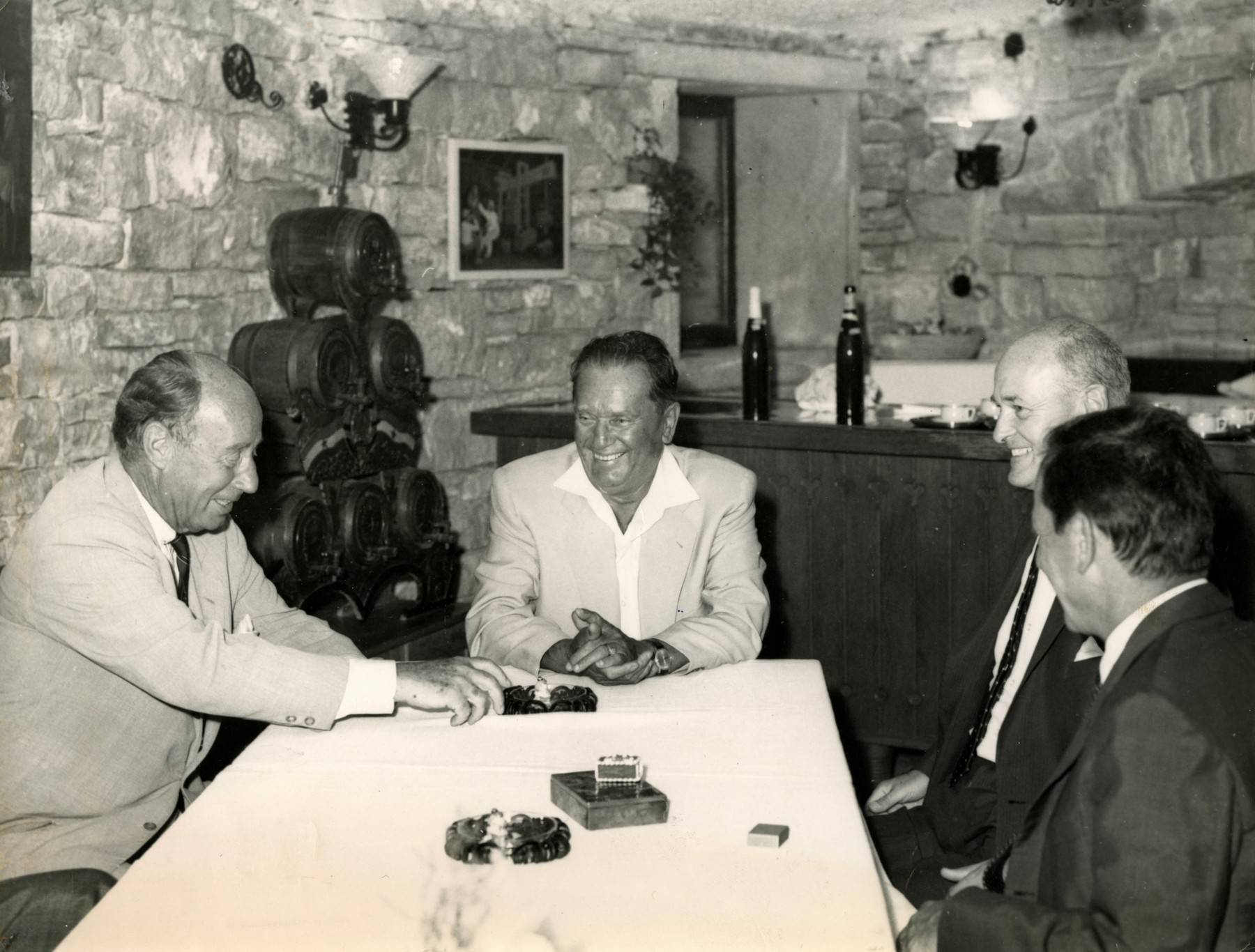 Josip Broz Tito (na čelu stola)