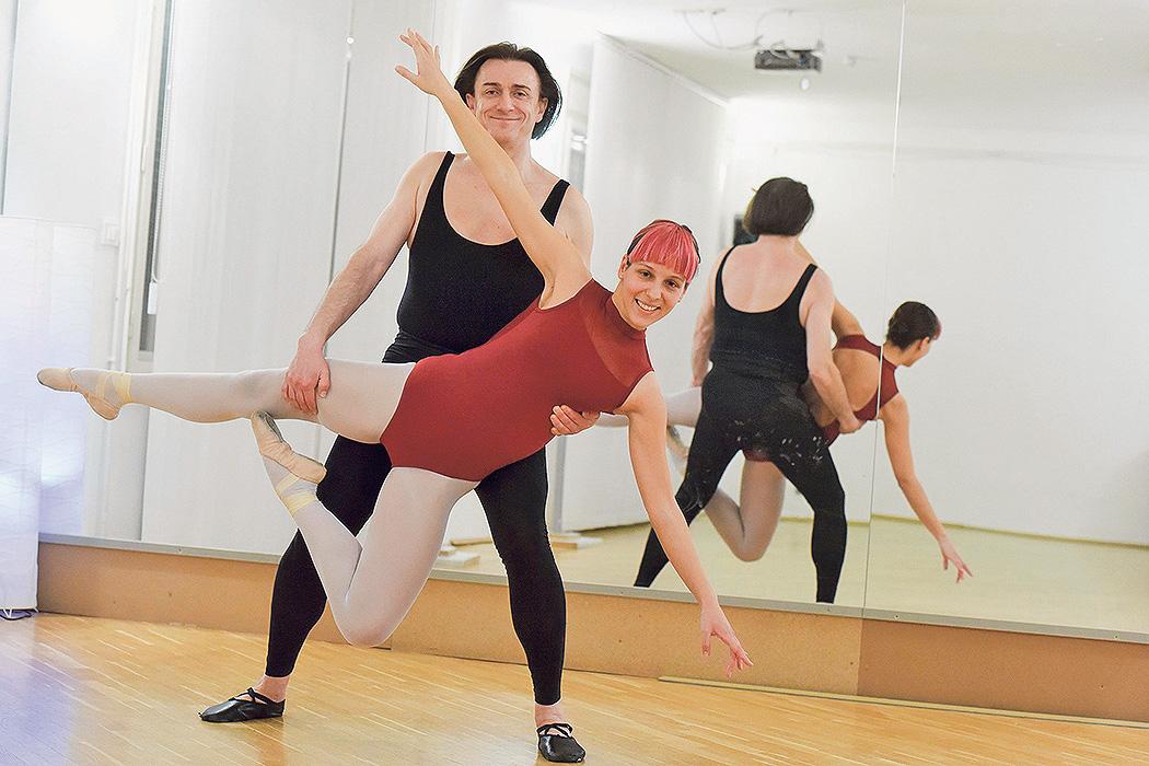 Reporterka Jutarnjeg bila je na satu s Paleom, a zajedno su i zaplesali. Pale ima 60 godina, a plesom se bavi već 15 godina