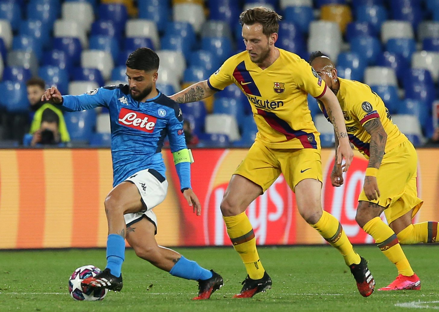 Napoli's Italian forward Lorenzo Insigne (L) vies for the ball with Barcelona's Croatian midfielder Ivan Rakitic (C) and Barcelona's Chilean midfielder Arturo Vidal (R) during the UEFA Champions League round of 16 first-leg football match between SSC Napoli and FC Barcelona at the San Paolo Stadium in Naples on February 25, 2020. (Photo by CARLO HERMANN / AFP)
