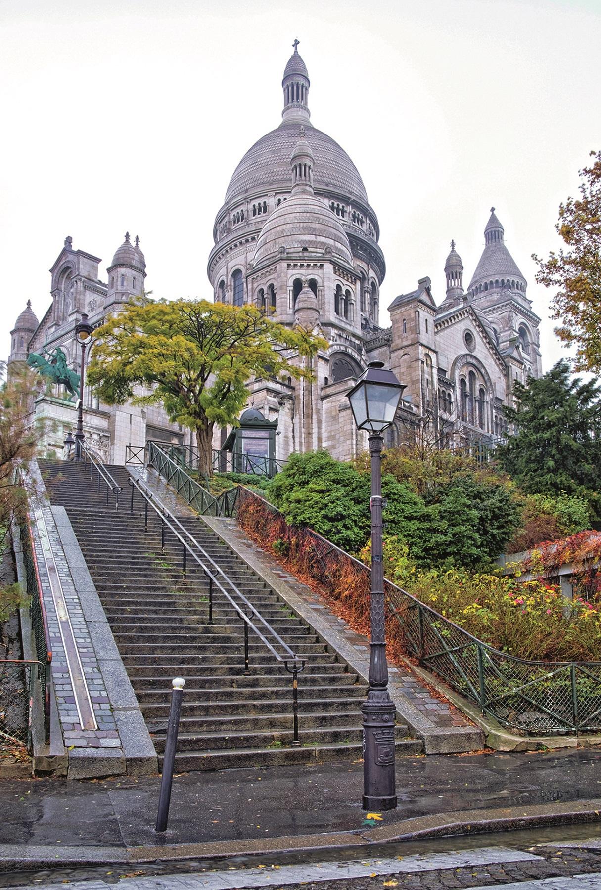 Staricase leading up to Basilique of the Sacré Cœur