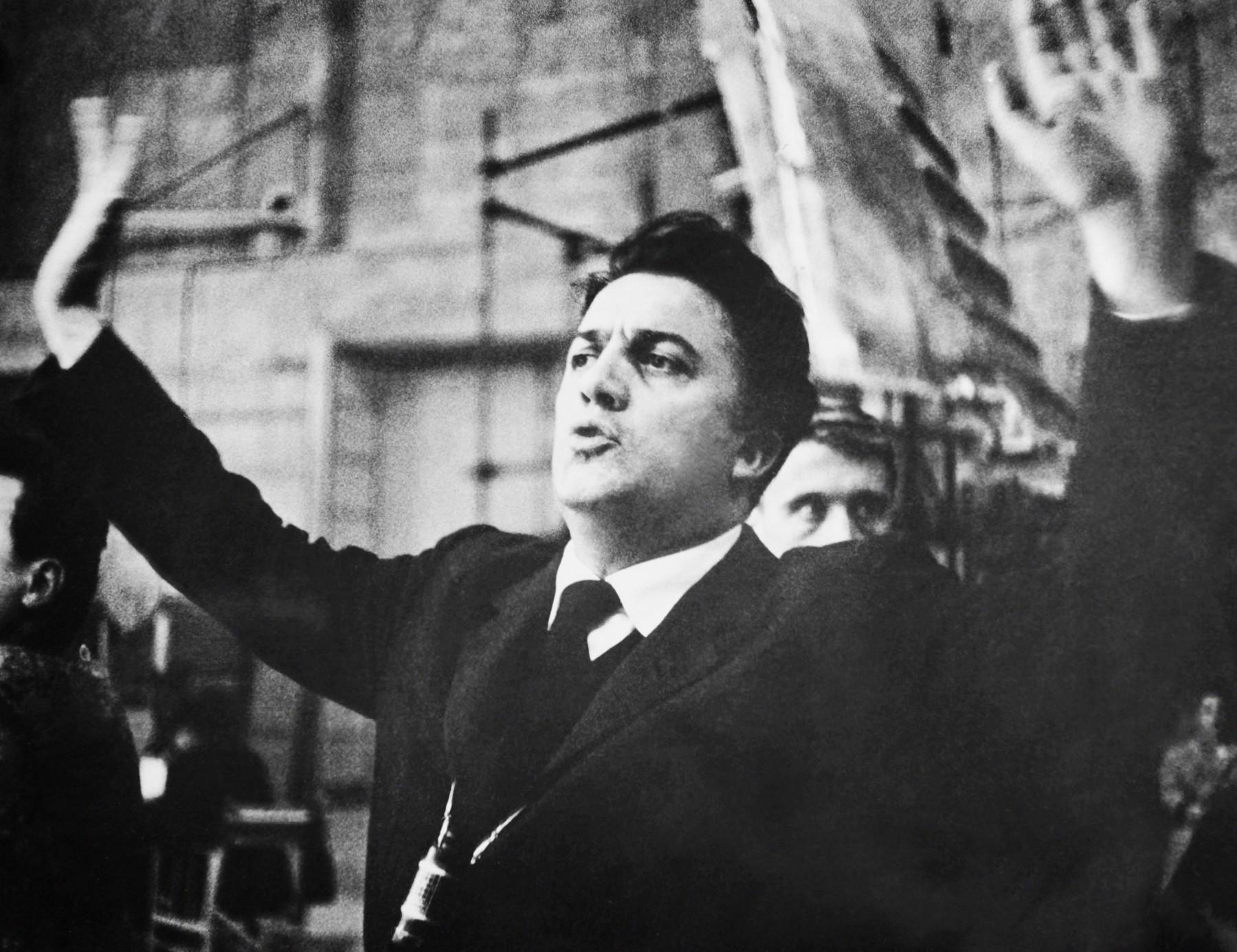 Federico Fellini na setu 1960. godine
