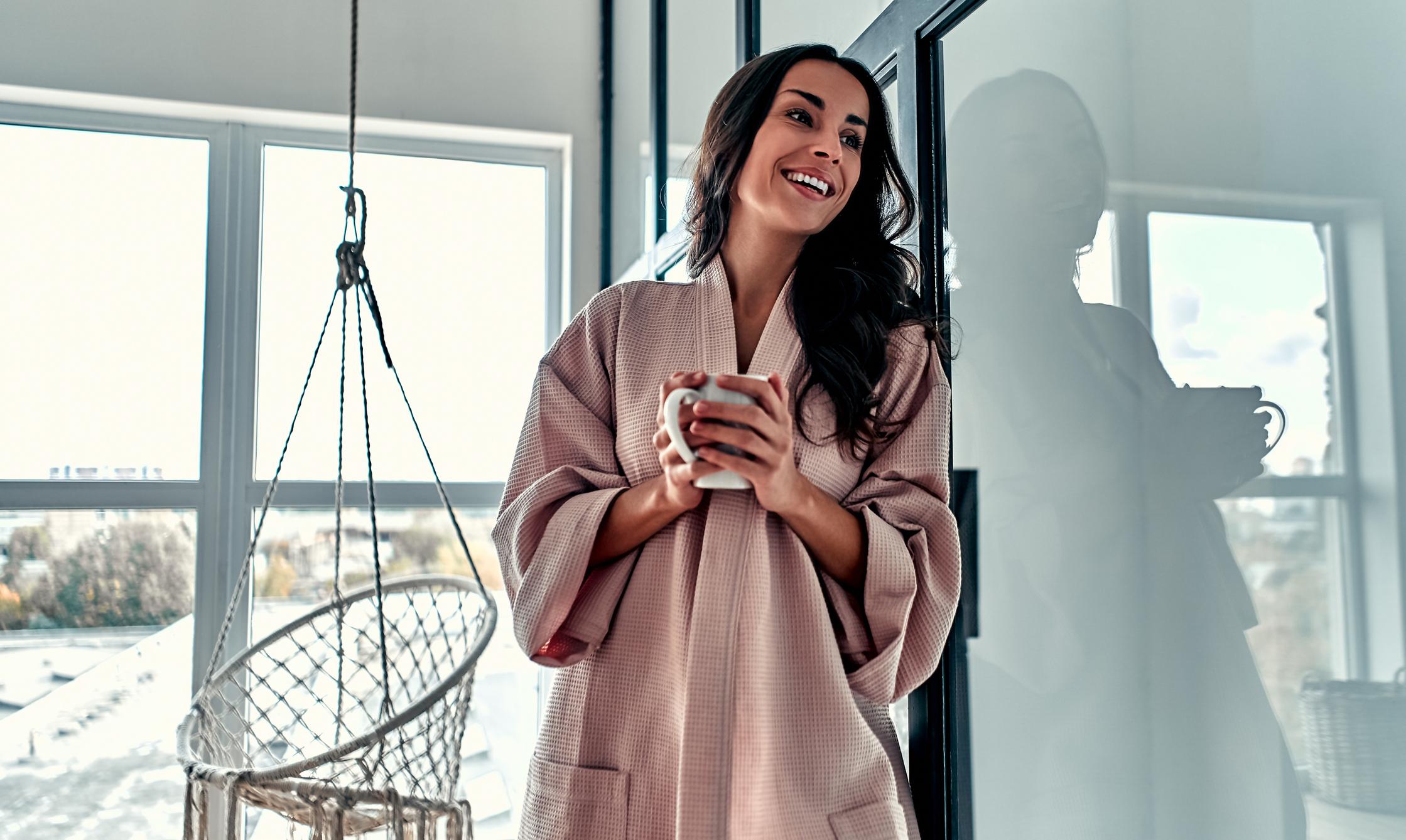 Kava može stimulirati debelo crijevo i ubrzati vaš odlazak na zahod. Kava djeluje i kao dijuretik pa pripazite da uz nju uvijek pijete vodu jer biste, u suprotnom, samo pogoršali zatvor.