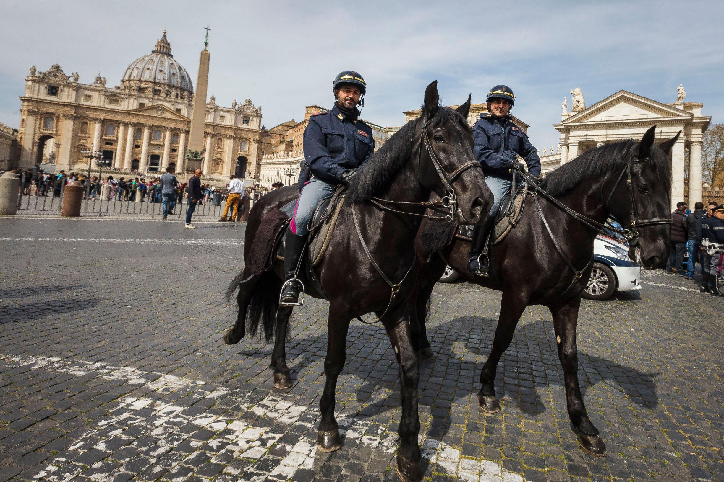 Alarm je podignut na višu razinu, što nam je i potvrđeno, a stigao je iz Italije, iz Ministarstva unutrašnjih poslova, iako se papa Bergoglio kreće posve uobičajeno