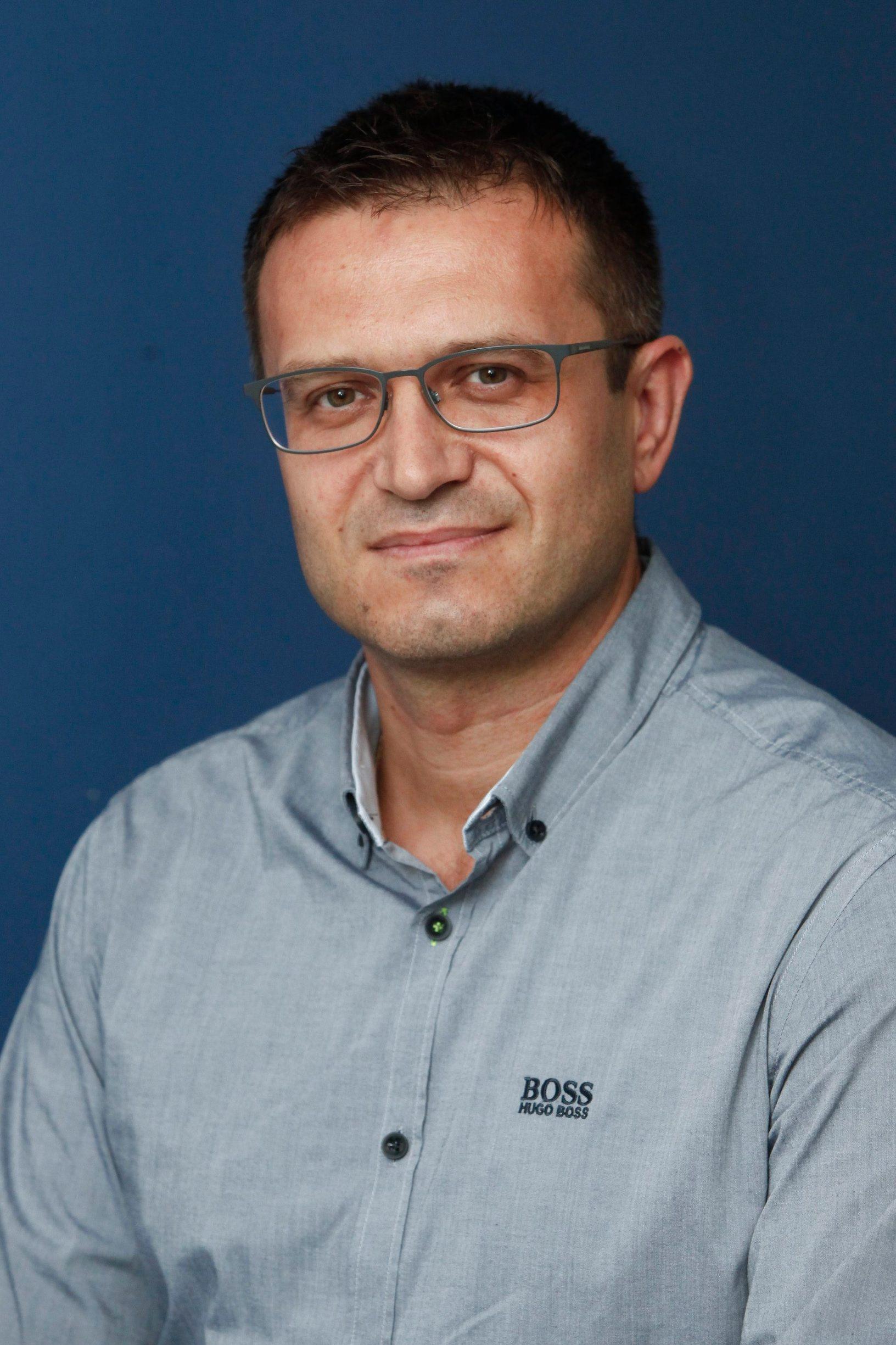 Dr. Damir Petrušić