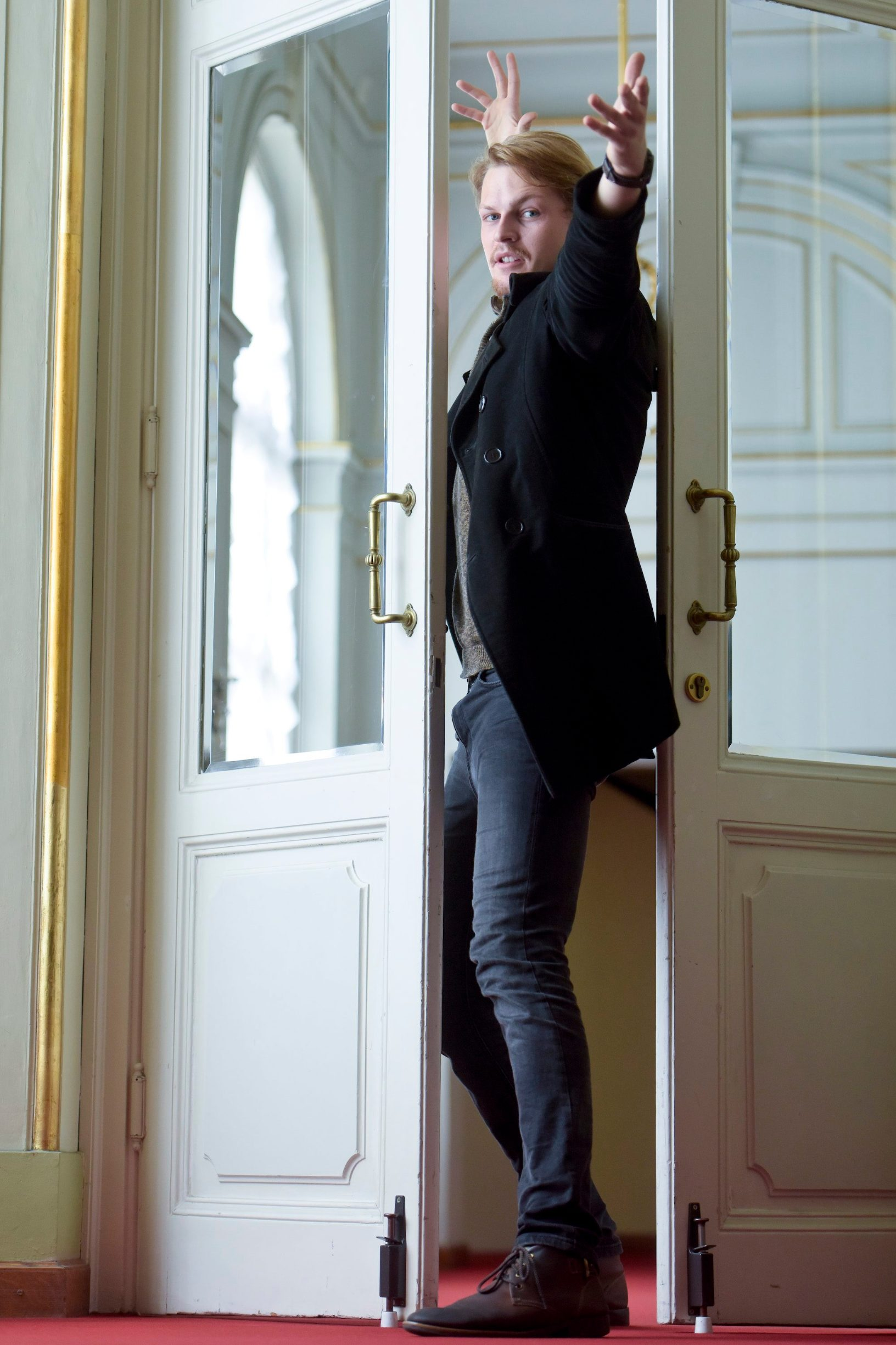 Zagreb, 101019. Trg Republike Hrvatske. Marin Kismanic, kazalisni glumac. Foto: Darko Tomas / CROPIX