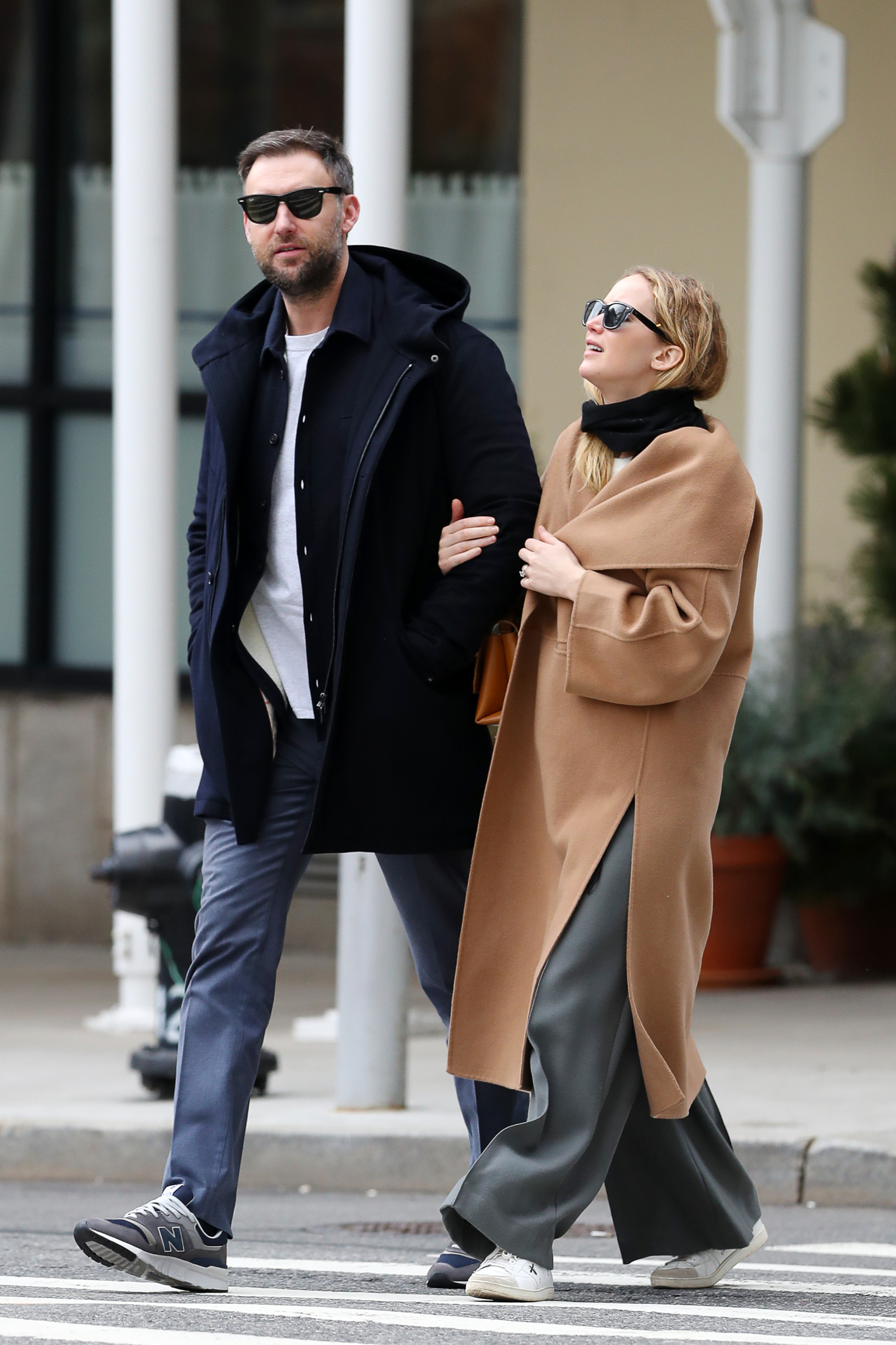 02/04/2020 EXCLUSIVE: Jennifer Lawrence and Cooke Maroney are spotted on a romantic arm-in-arm stroll in New York City. The 29 year old A-list actress carried a Marc Jacobs bag and wore a black scarf, Toteme 'Annecy' oversized wool and cashmere-blend coat, baggy trousers, and Christian Dior 'D Bee' sneakers., Image: 496445992, License: Rights-managed, Restrictions: Exclusive NO usage without agreed price and terms. Please contact sales@theimagedirect.com, Model Release: no, Credit line: TheImageDirect.com / The Image Direct / Profimedia