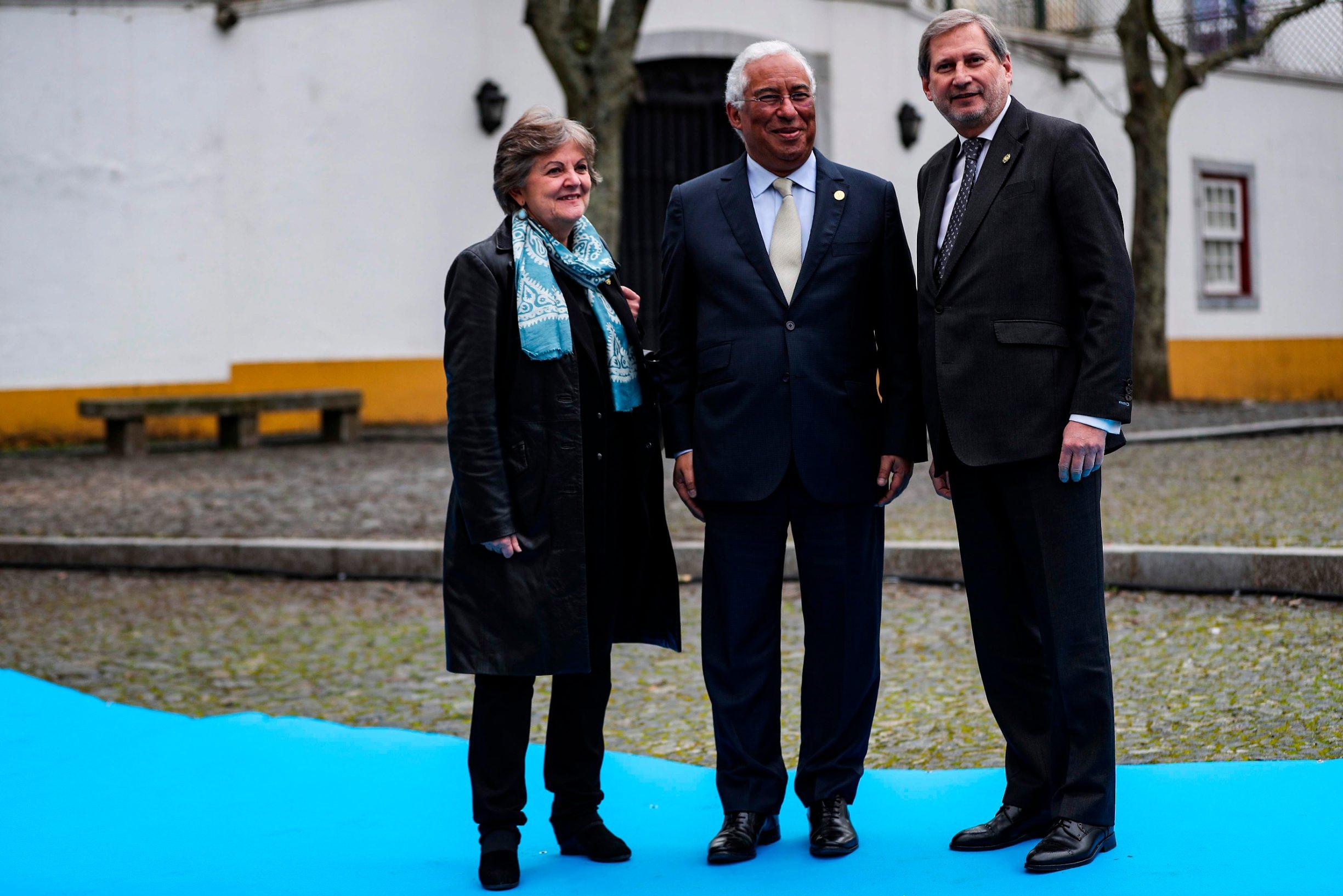 Portugalski premijer Antonio Costa (u sredini), povjerenica Europske komisije Elisa Ferreira (lijevo) te povjerenik Komisije za proračun i administraciju Johannes Hahn