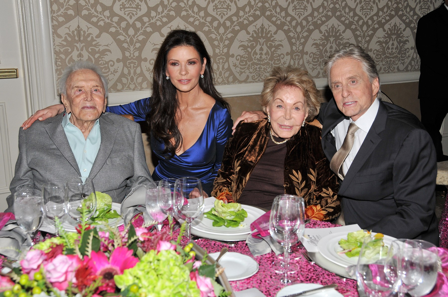 (L-R) Kirk Douglas, Catherine Zeta Jones, Anne Douglas and Michael Douglas at The Los Angeles Mission Legacy Of Vision Gala held at the Four Seasons Hotel Los Angeles in Beverly Hills, CA on Thursday, November 9 , 2017., Image: 355033692, License: Rights-managed, Restrictions: *** World Rights ***, Model Release: no, Credit line: Sipa USA / ddp USA / Profimedia