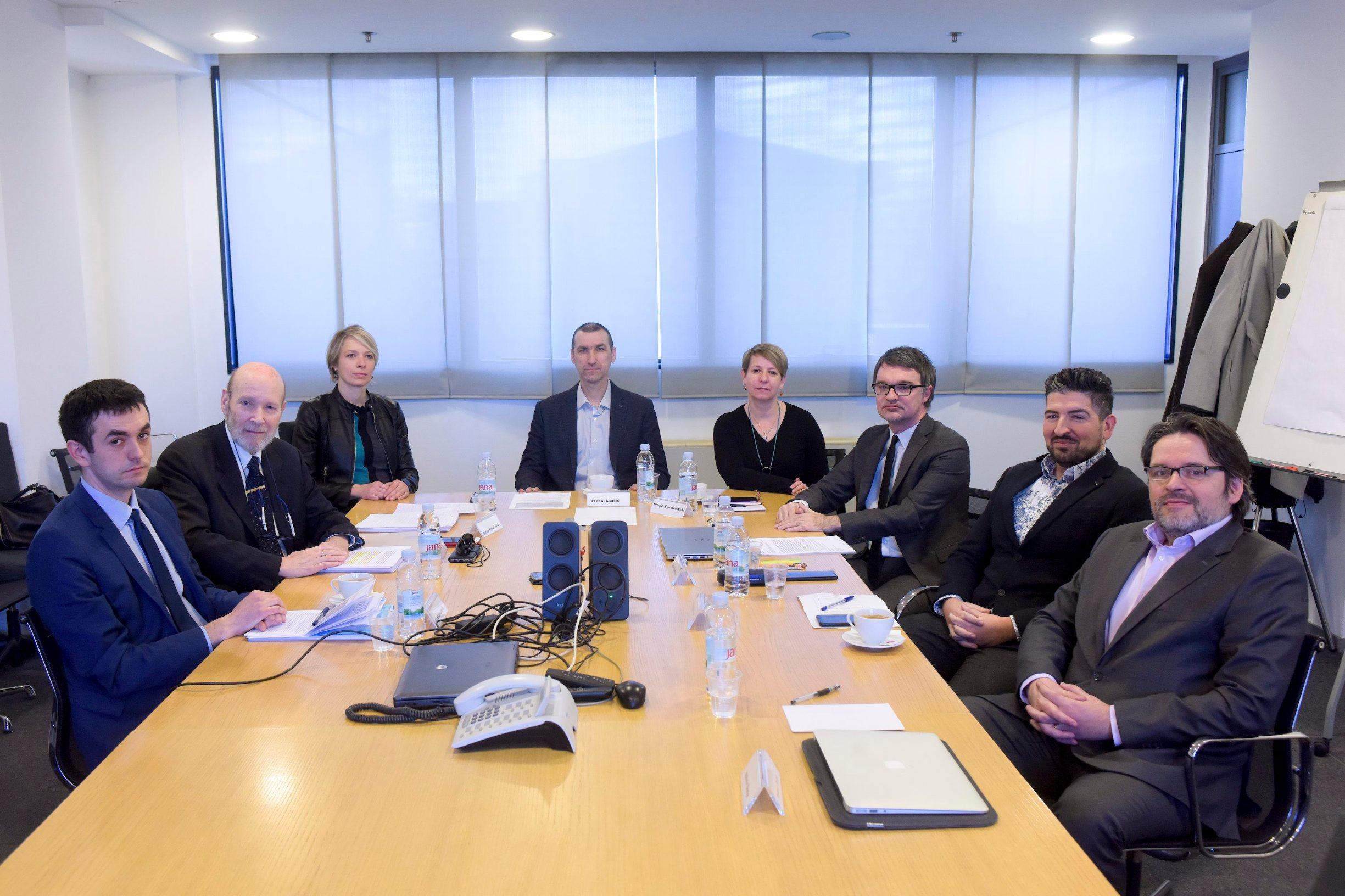 Okrugli stol o slučaju franak vodio je Frenki Laušić, a sudjelovali su Tomislav Jakšić, Dinka Kovačević, Nicole Kwiatowski, Srđan Kalebota, Tomislav Prpić i Velimir Šonje