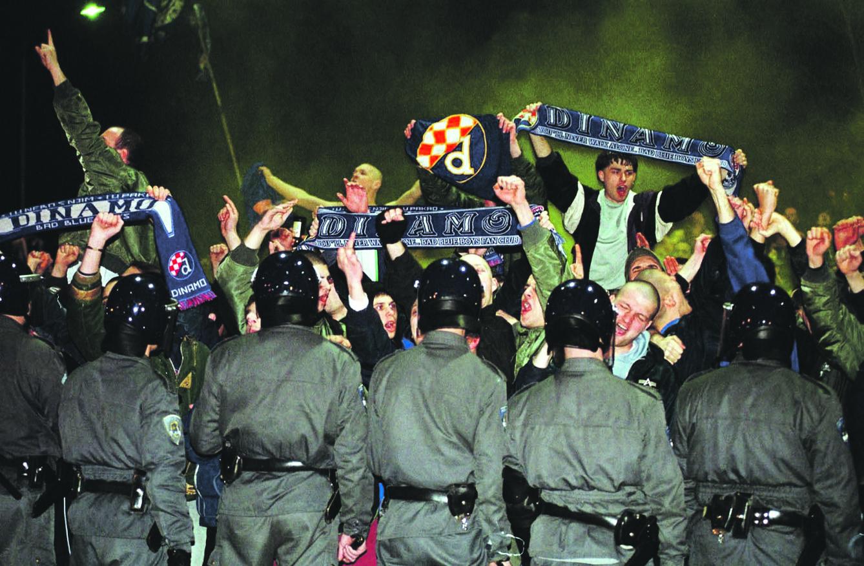 Navijači Dinama koji su ispred stadiona pozdravljali promjenu imena