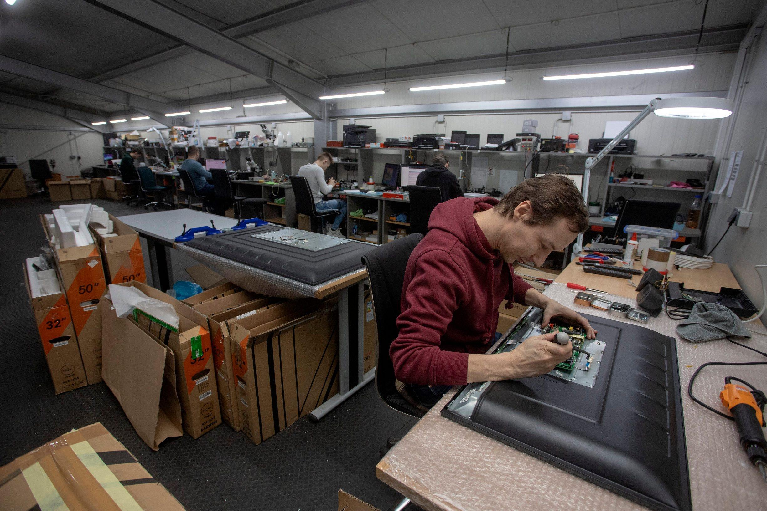 Koprivnica, 050220. Mario Kralj, vlasnik posrnulog Hangara 18.  Na fotografiji: proizvodnja u tvornici Hangar18. Foto: Zeljko Hajdinjak / CROPIX