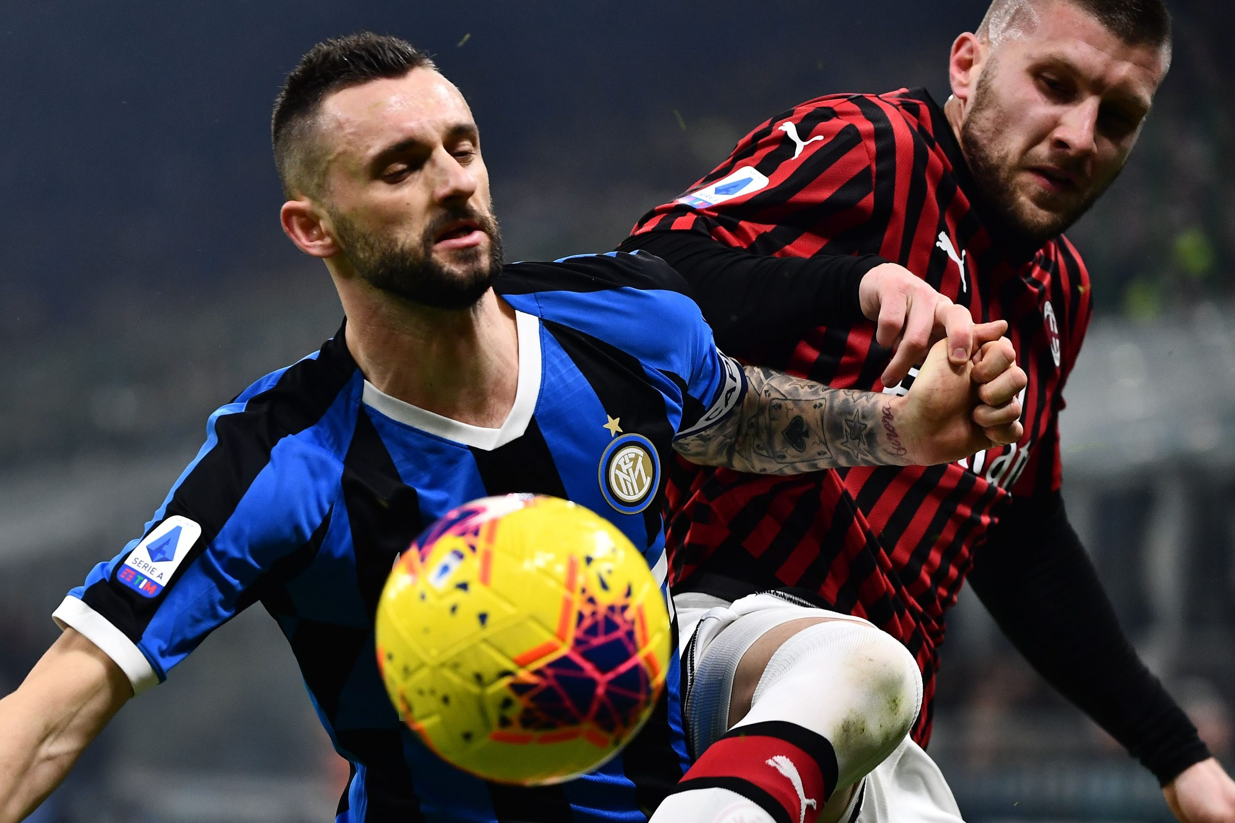 Inter Milan's midfielder Marcelo Brozovic from Croatia (L) fights for the ball with AC Milan's forward Ante Rebic from Croatia  during the Italian Serie A football match Inter Milan vs AC Milan on February 9, 2020 at the San Siro stadium in Milan. (Photo by MARCO BERTORELLO / AFP)