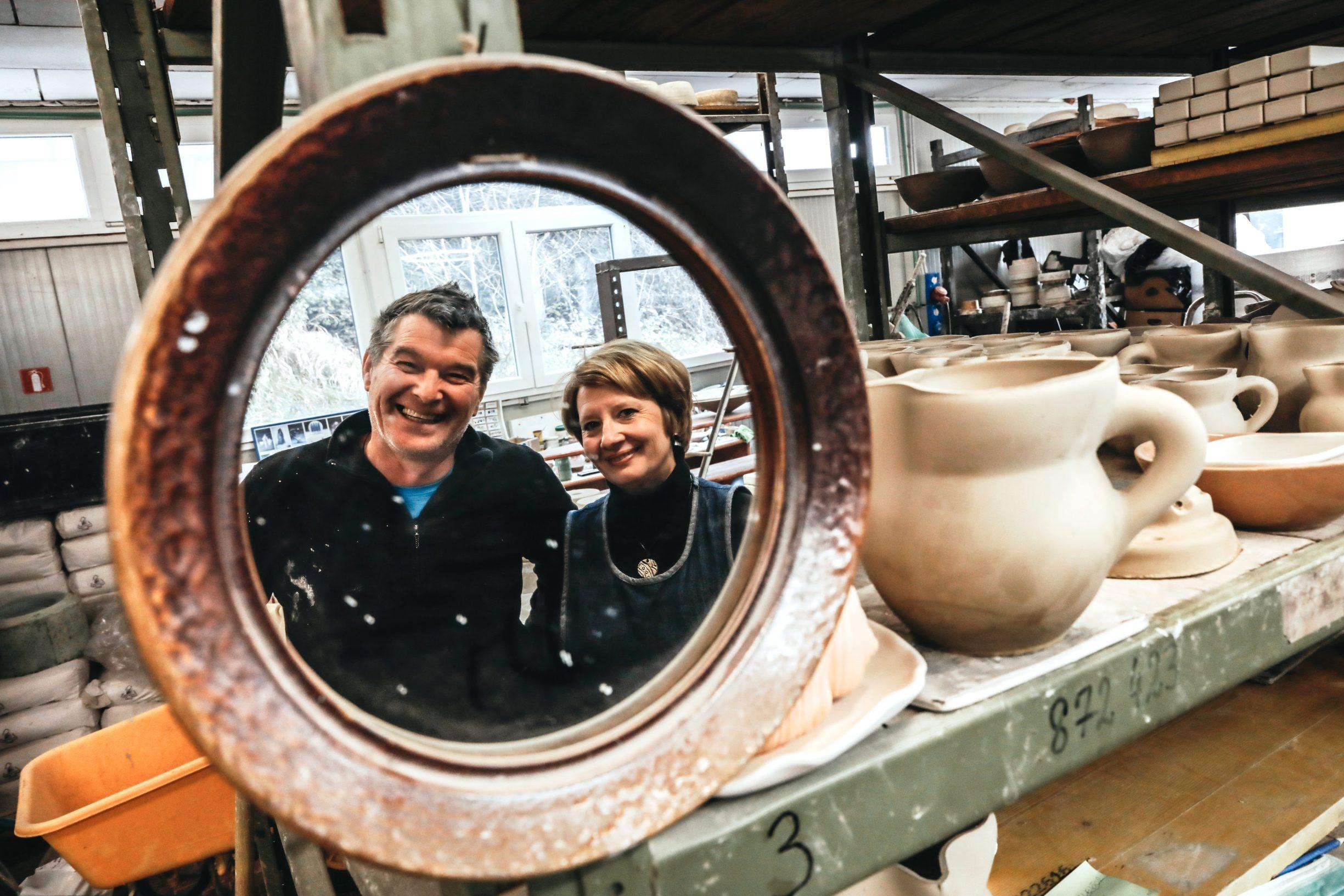 Labin, 250220 Reportaza o gradu Labinu u ciklusu I to je Hrvatska.  Na fotografiji Dolores i Masimo Jenkel, vlasnici tradicijskog obrta Merania keramika. Foto: Danijel Soldo / CROPIX