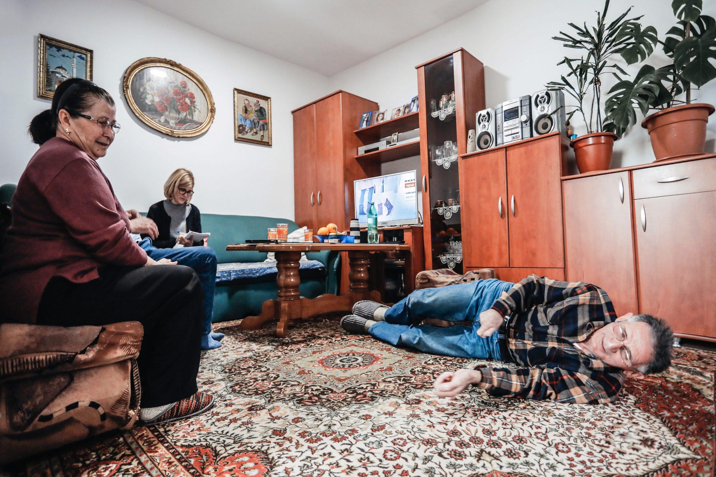 Labin, 250220 Reportaza o gradu Labinu u ciklusu I to je Hrvatska.  Na fotografiji Rasim Causevic, bivsi labinski rudar objasnjava kako su kopali. Foto: Danijel Soldo / CROPIX