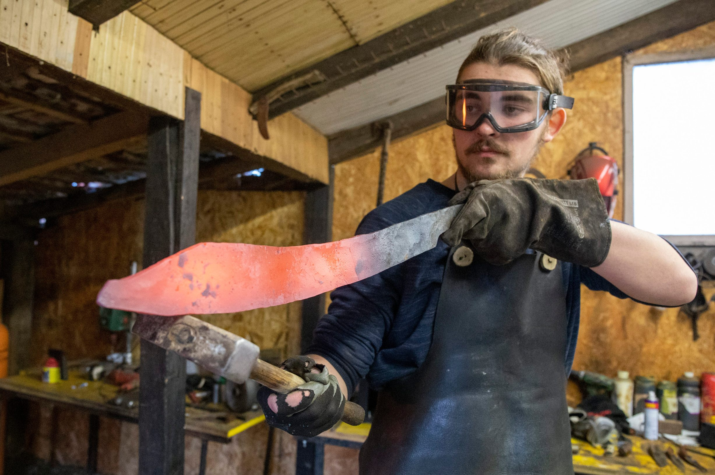 Ivan Mlinar, mladi kovač noževa