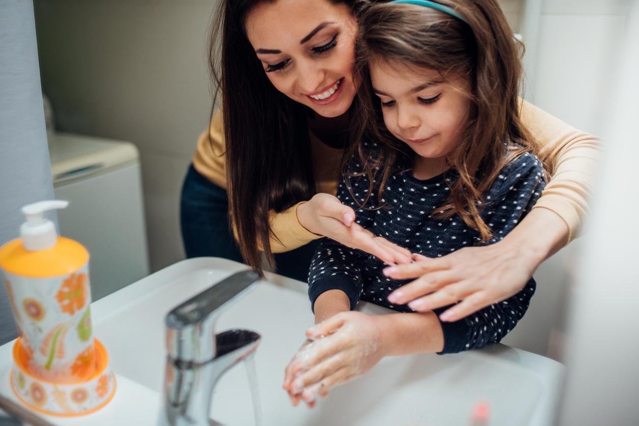 Važno je da vaša djeca odmalena steknu naviku redovitog pranja ruku.