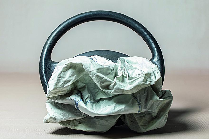 Rijeka, 170220. Reportaza o izmjeni zracnog jastuka na volanu osobnog automobila. Na fotografiji: iskoristeni zracni jastuk. Foto: Matija Djanjesic / CROPIX