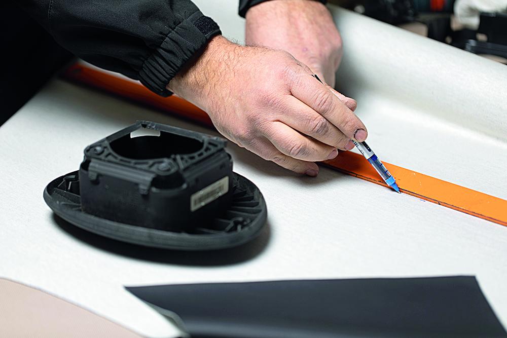 Rijeka, 170220. Reportaza o izmjeni zracnog jastuka na volanu osobnog automobila. Na fotografiji: proces izmjene. Foto: Matija Djanjesic / CROPIX