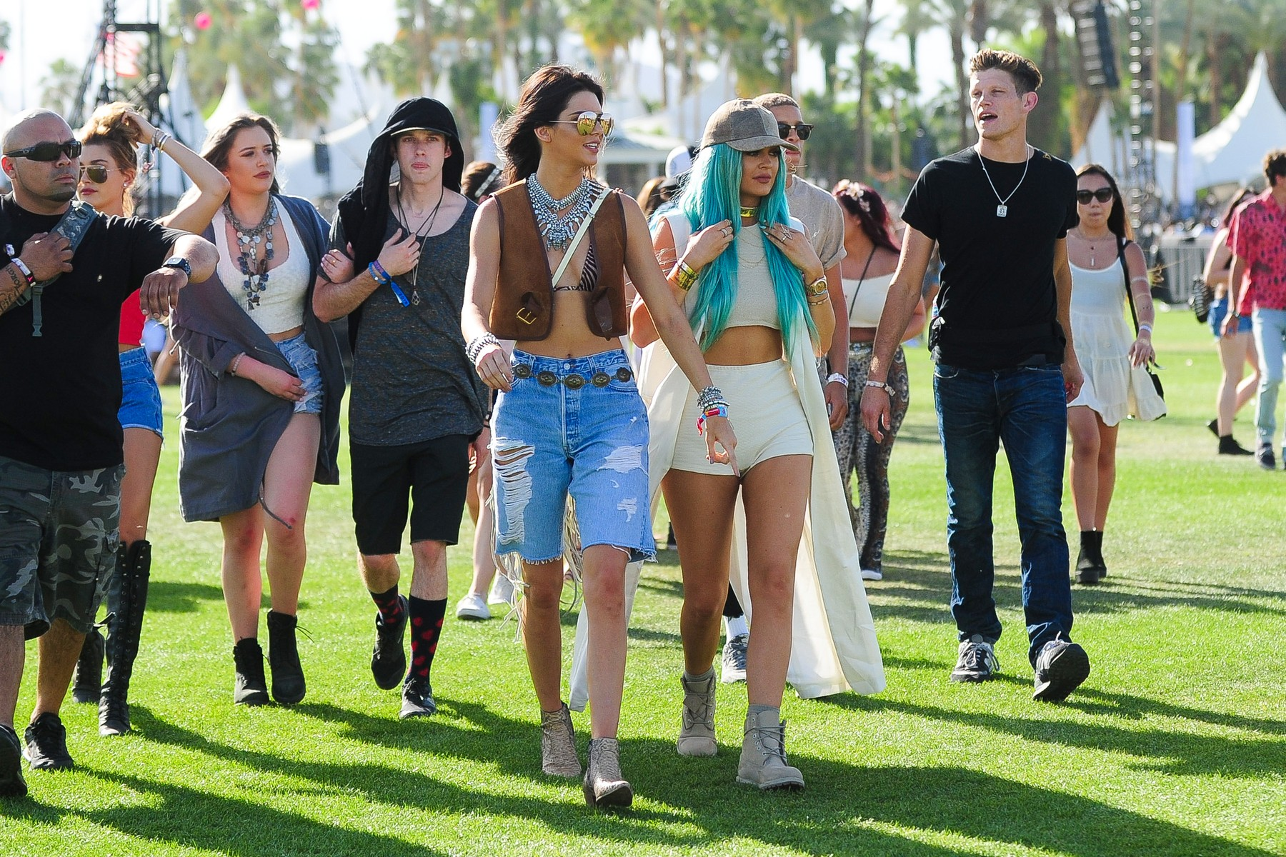Indio, CA -  Kylie and Kendall Jenner team up with their friends and Hailey Baldwin to enjoy the first day of the Coachella Music Festival held in the Empire Polo Club in Indio, CA.        April  10, 2015, Image: 238268397, License: Rights-managed, Restrictions: NO Brazil, Model Release: no, Credit line: - / Backgrid USA / Profimedia
