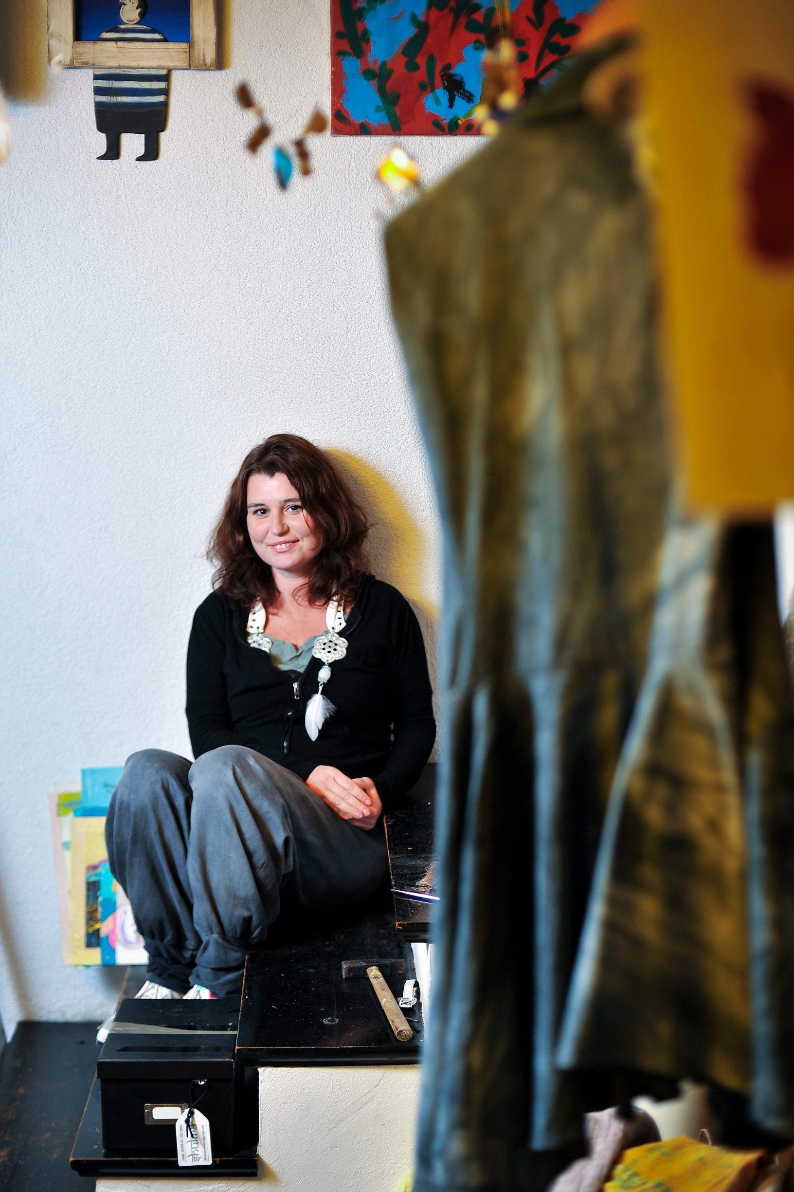 Zagreb, 261012. Ilica 55. Kiparica i dizajnerica Ivana Popovic snimljena u svome atelijeru. Foto: Boris Kovacev / CROPIX