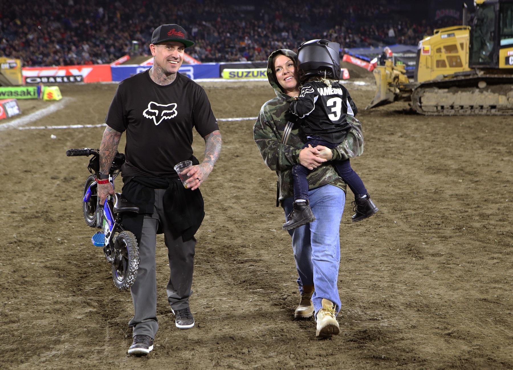 Pink sa suprugom i sinom početkom godine na Supercrossu