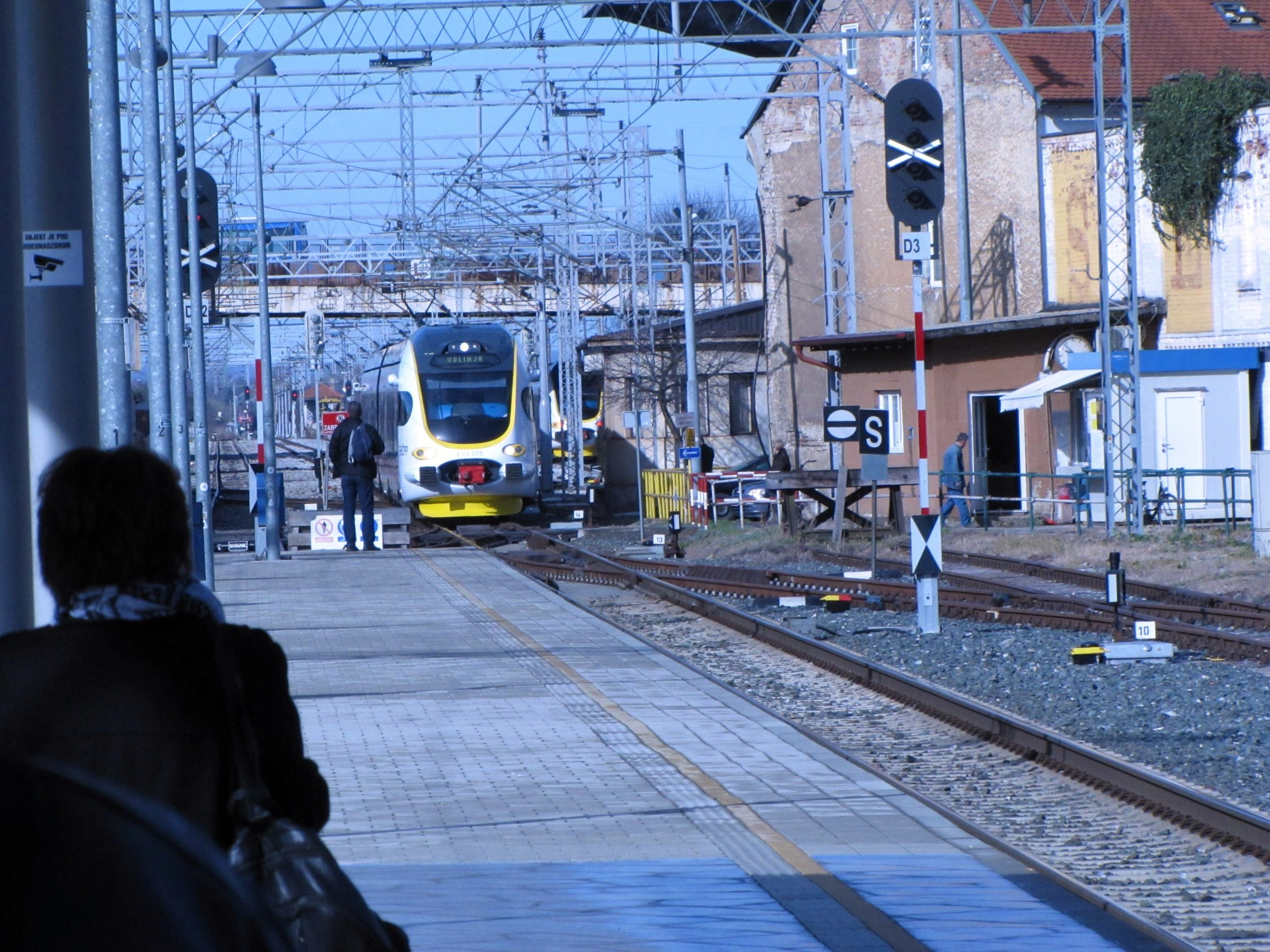 Sisački željeznički kolodvor