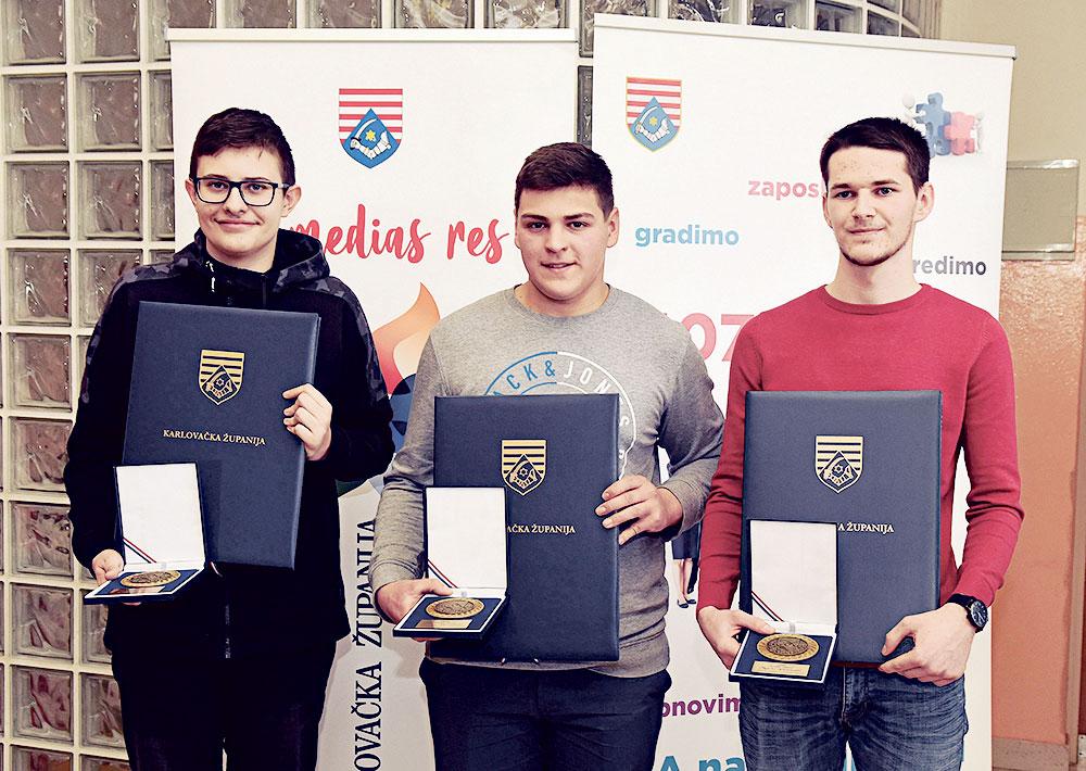 Osnovac Casper Capan (14),  budući šumar Luka Brozinić (17) i medijski tehničar Mario Petrunić (18) ponos su svog grada Duge Rese, županije i cijele regije