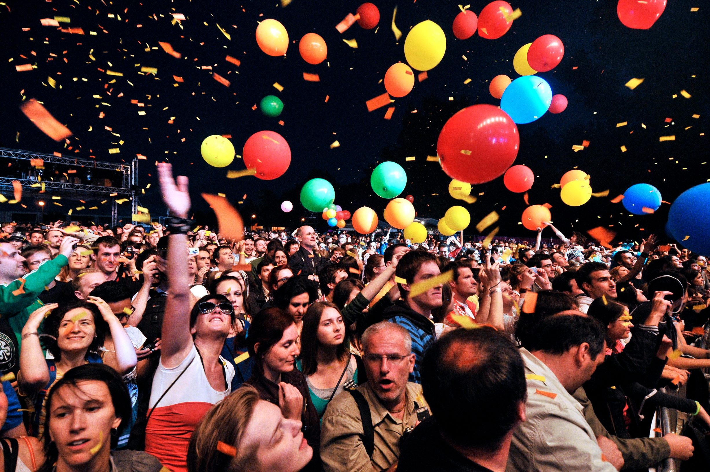 - 2010. U FOTOGRAFIJAMA CROPIX-A -   Zagreb, 230610. Na Jarunu se od 21.-23.06. odrzava glazbeni spektakl T-Mobile INmusic festival na kojem ce nastupiti mnogobrojni izvodjaci kako iz zemlje tako i svijeta. Danas se odrzava zadnji dan festivala. Na fotografiji: The Flaming lips, publika. Foto: Boris Kovacev / CROPIX