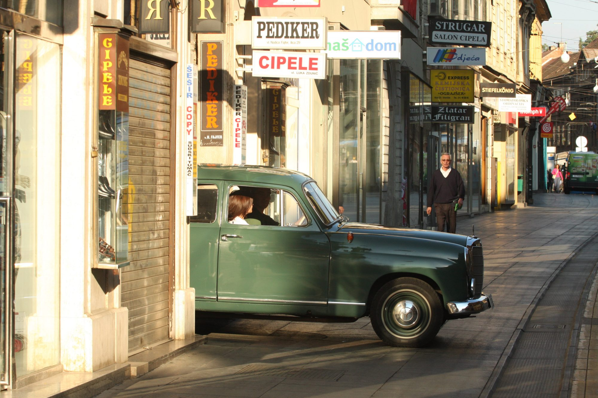 Robb-Pritchard-Mercedes-Benz-180D-2-2000x1333