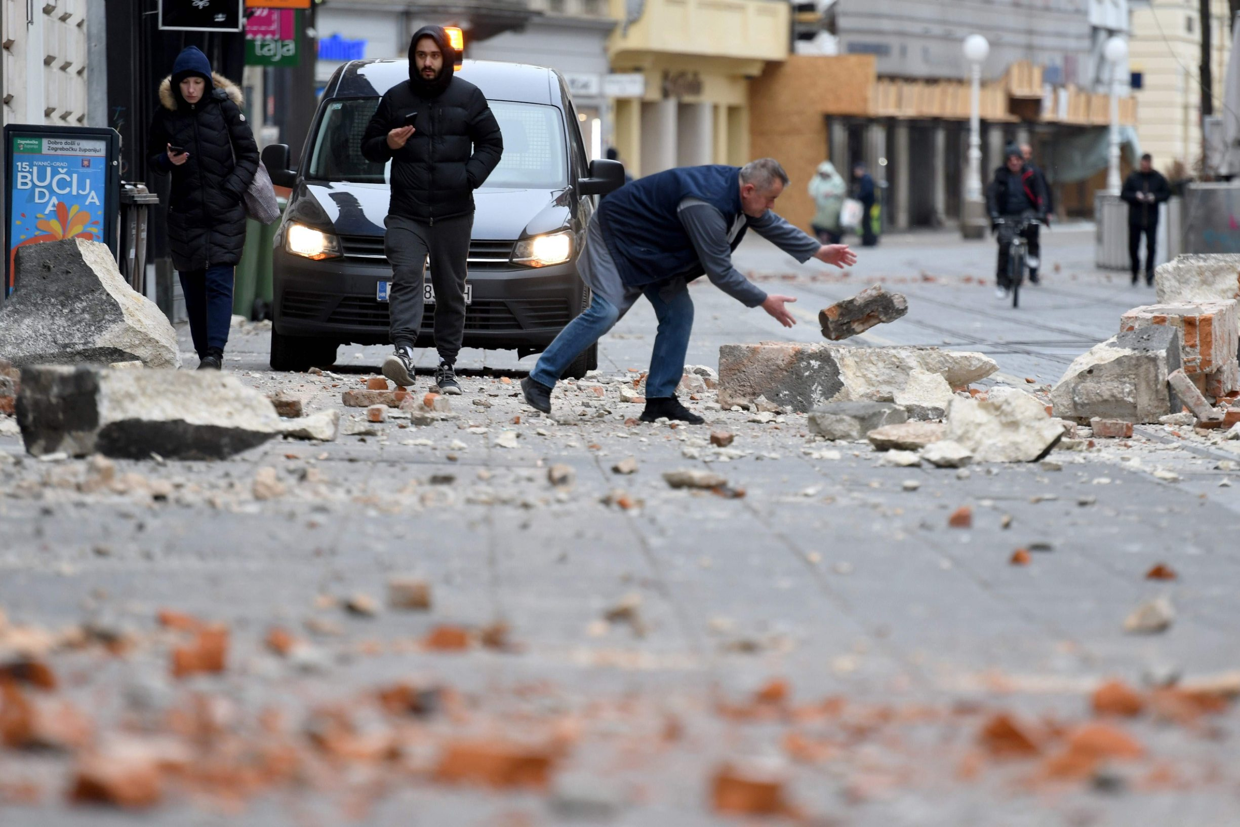 Agencija AFP objavila je sliku raščišćavanja središta Zagreba